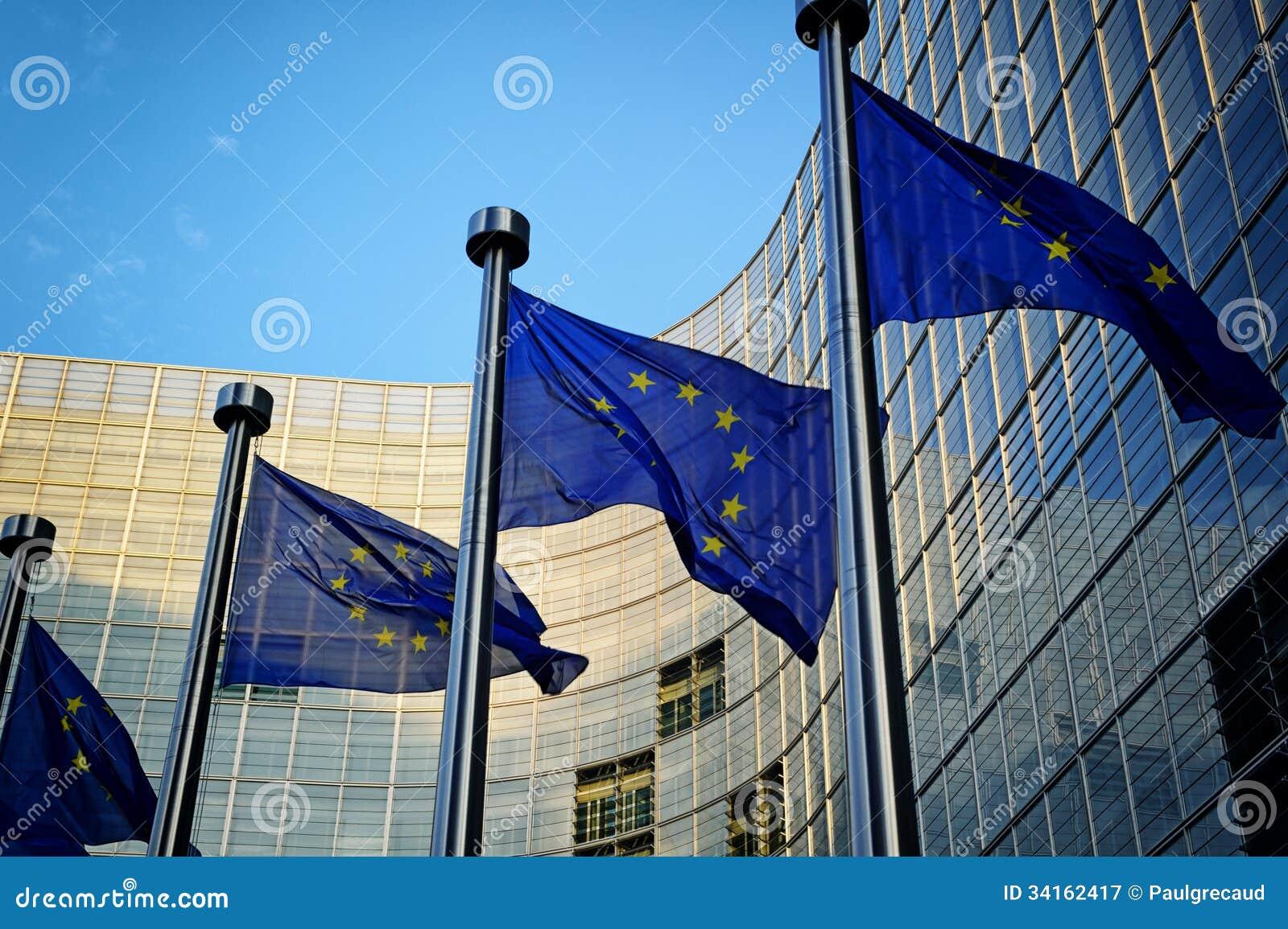 在欧盟执委会前面的欧盟旗子