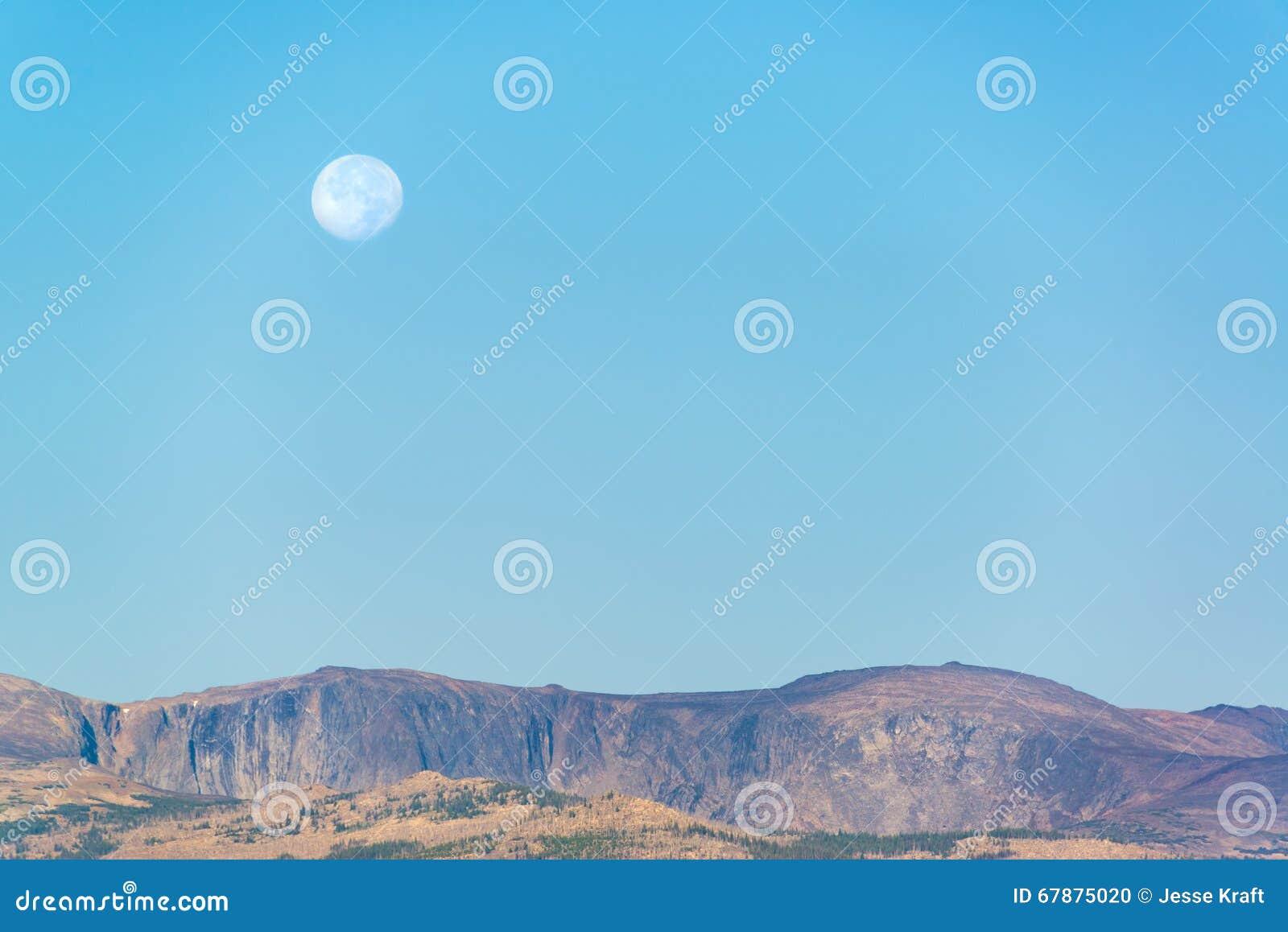 在比格霍恩山的月亮