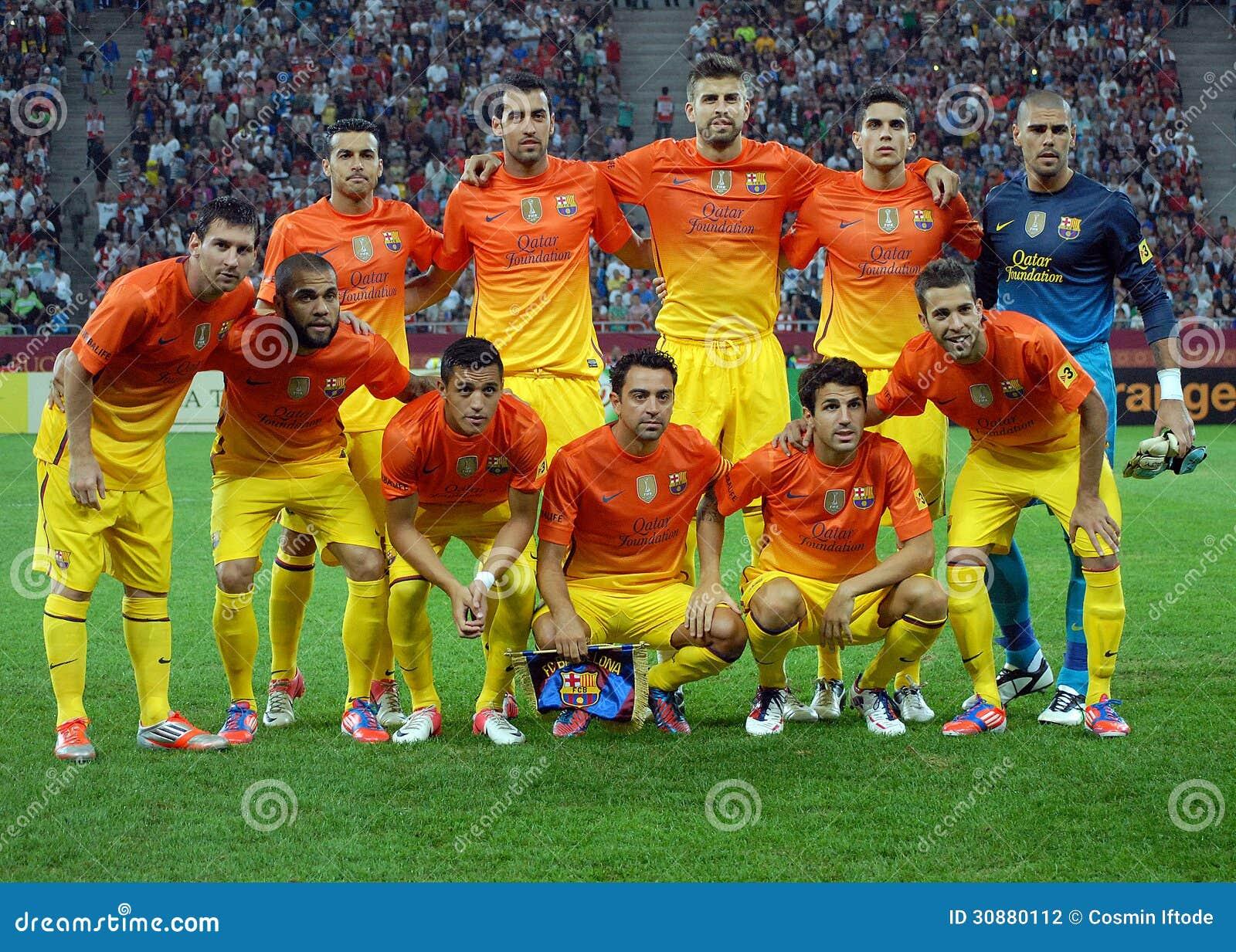 在比赛前的巴塞罗那足球俱乐部姿势