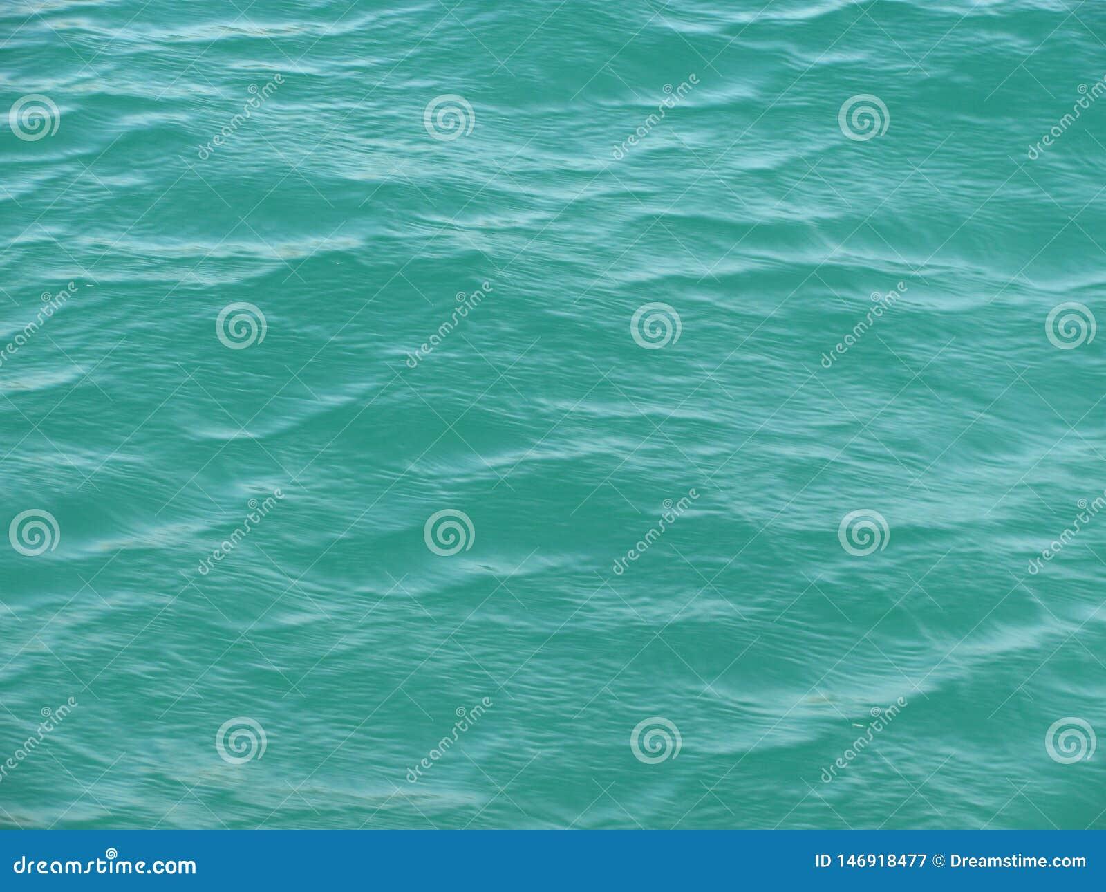 在水的波纹 某处在黑海