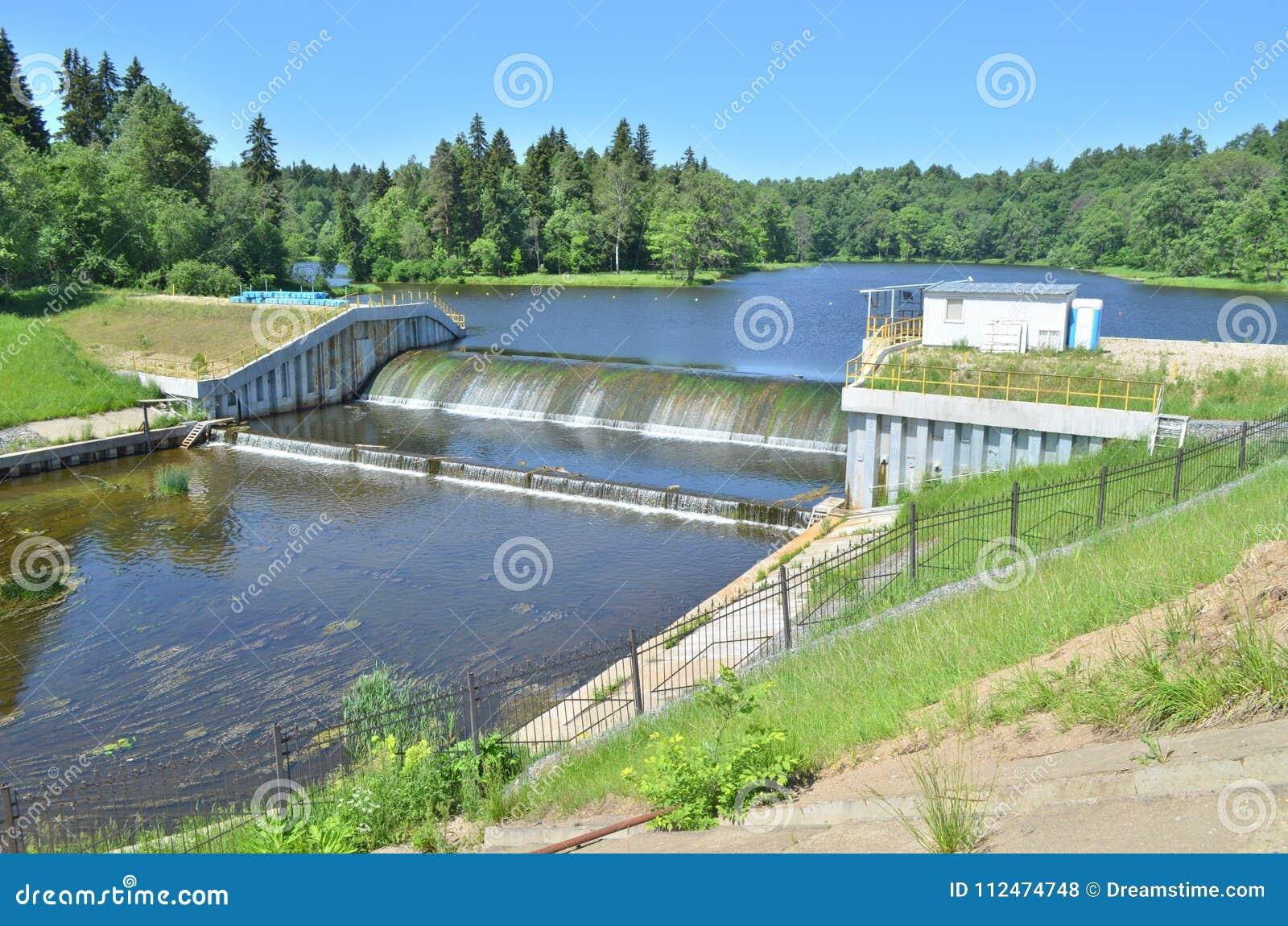 在河的小水坝