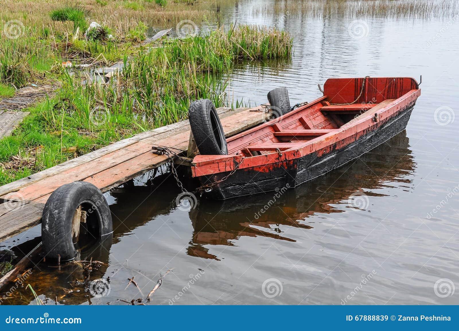 在河的小船