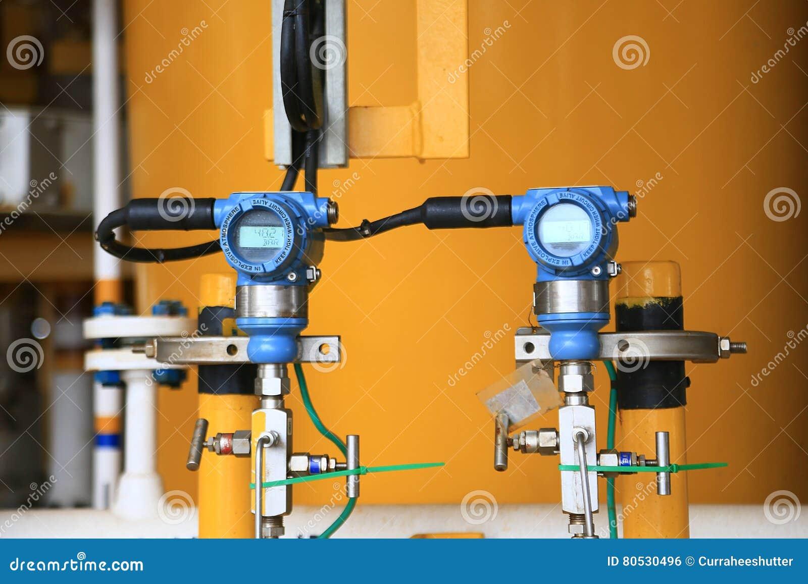 在油和煤气的压力传送器处理,发出信号到在系统的控制器和读书压力,电子变换装置