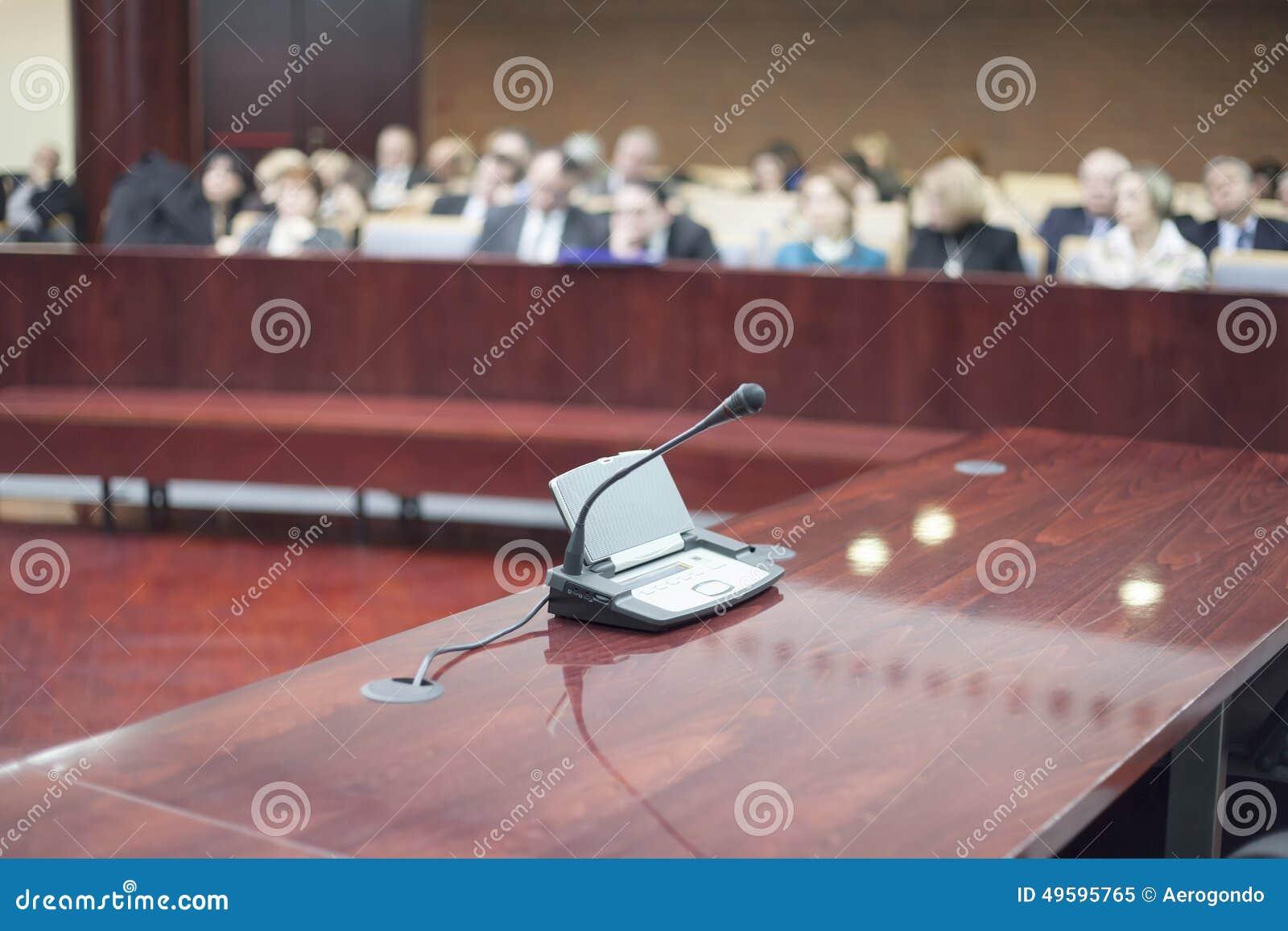 在法院的话筒