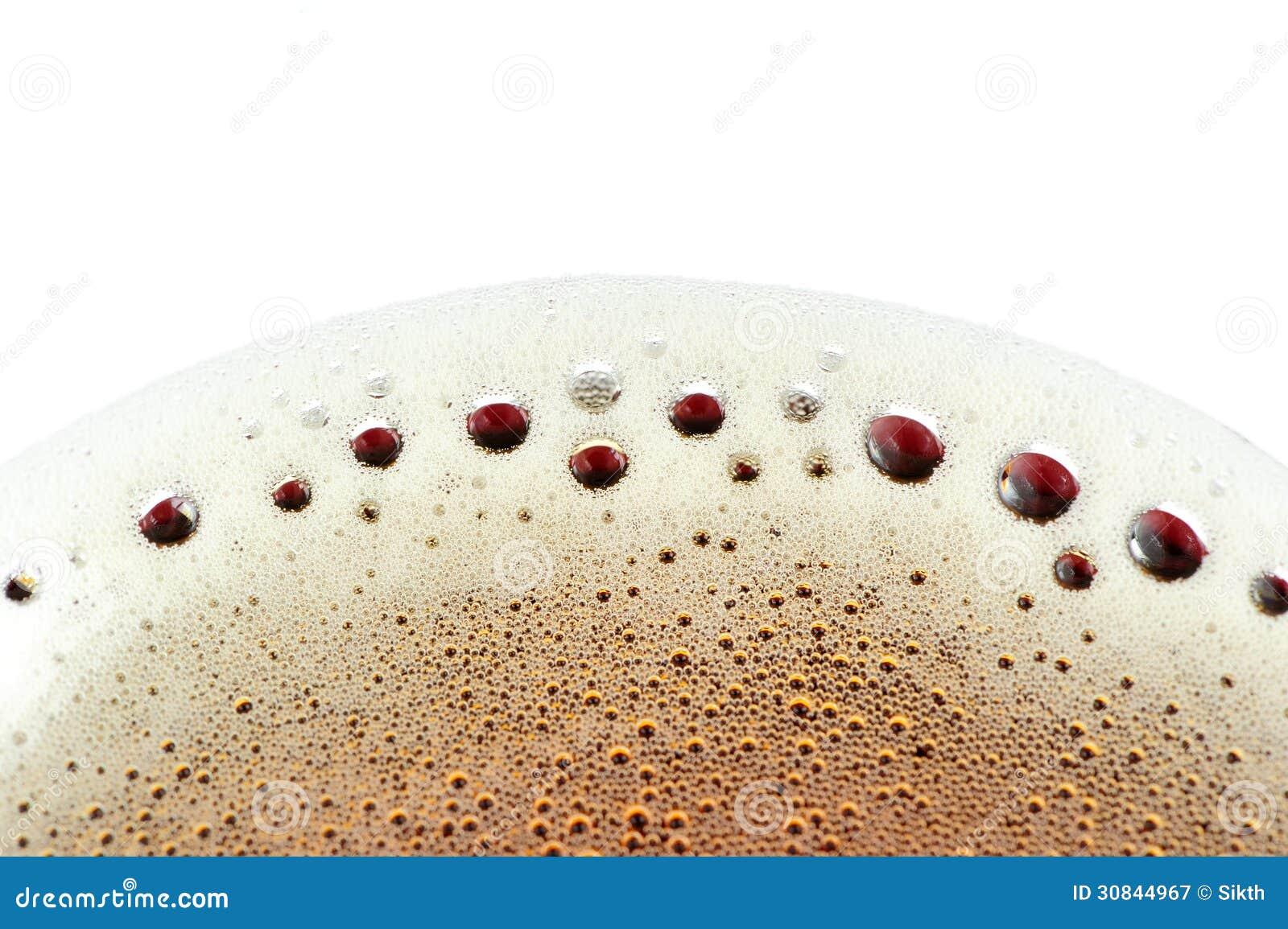 在泡沫腾涌的软饮料的泡沫