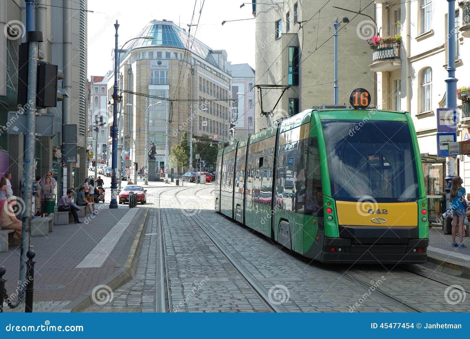 在波兹南,波兰调整在Podgorna街道上的轨道