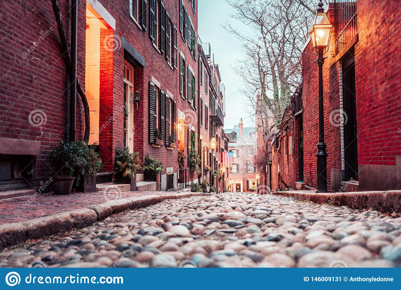 在波士顿的历史的橡子街道上的黎明