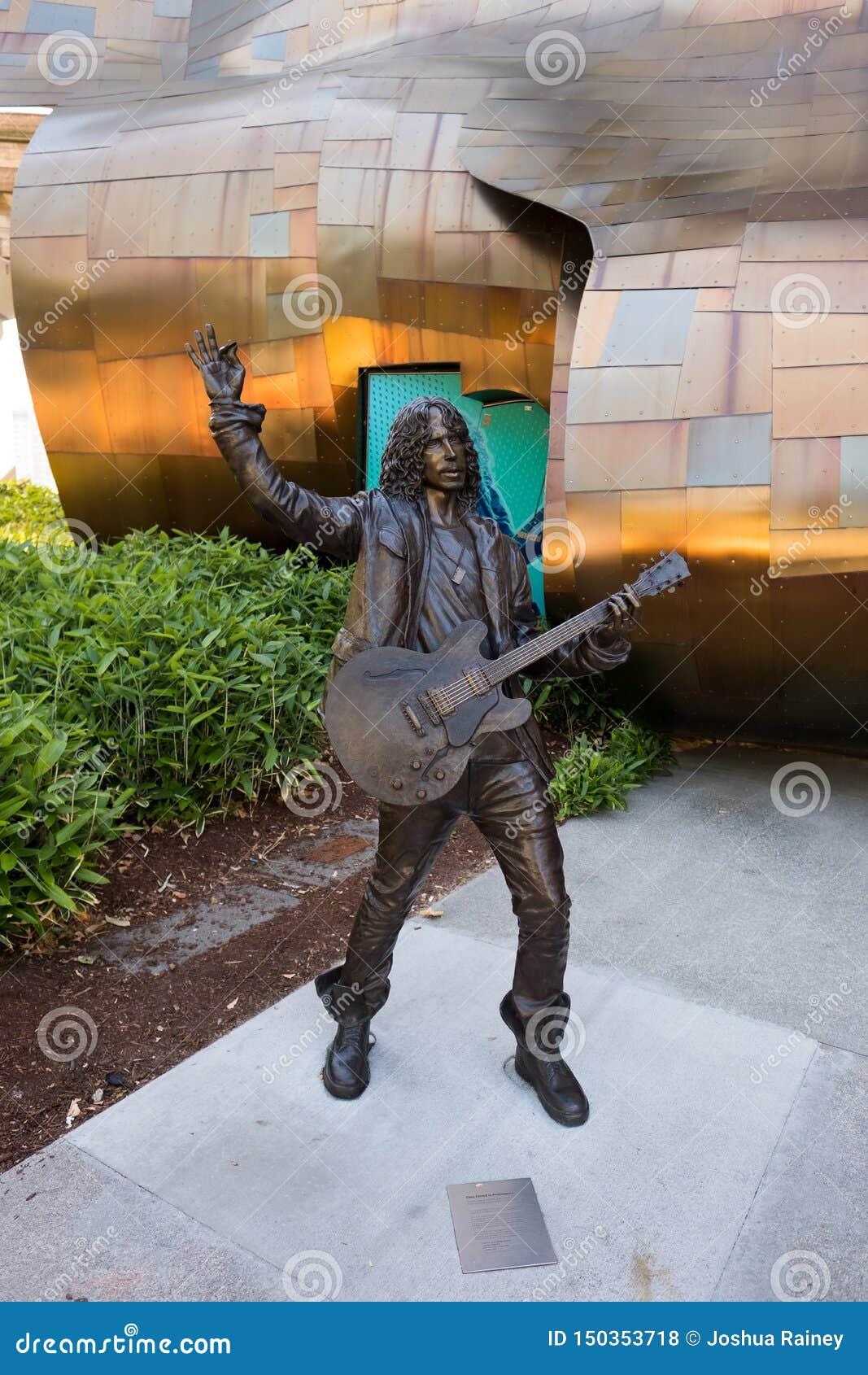 在流行文化博物馆的克里斯・康奈尔声音花园乐队雕象在西雅图