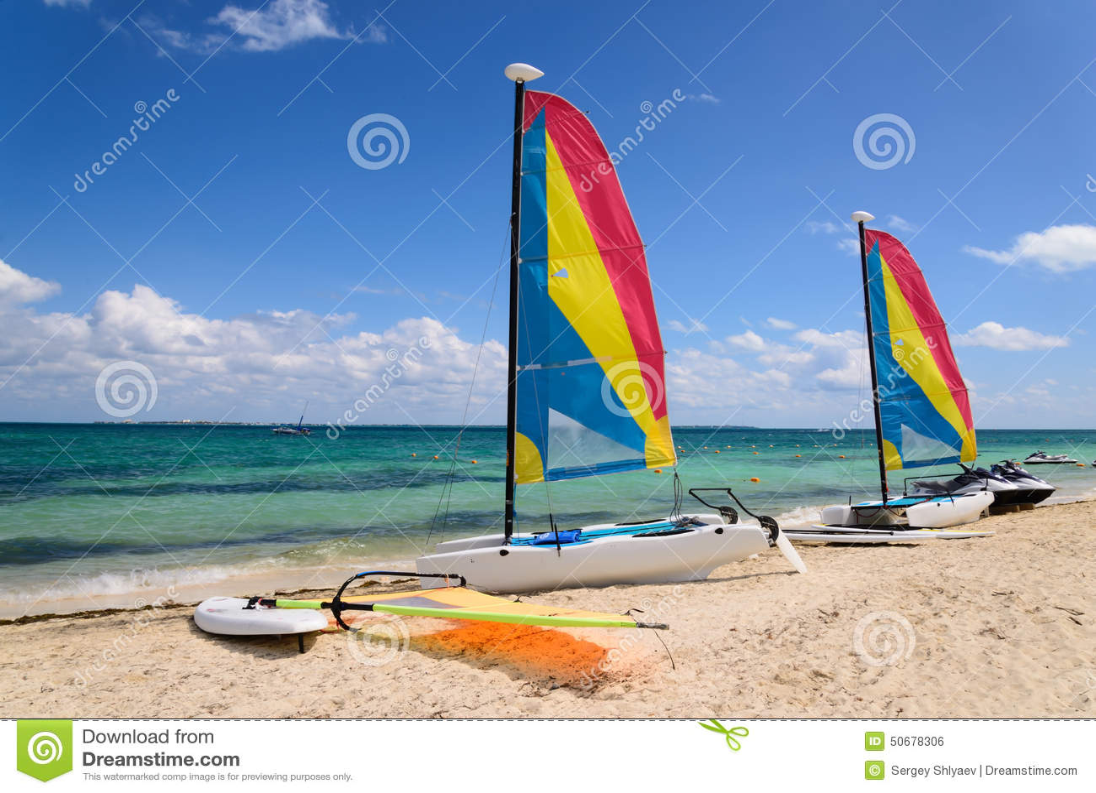 Download 在海岸的帆船 库存照片. 图片 包括有 五颜六色, 目的地, 手段, 沙子, 吸引力, 海岸, 夏天, 绿色 - 50678306