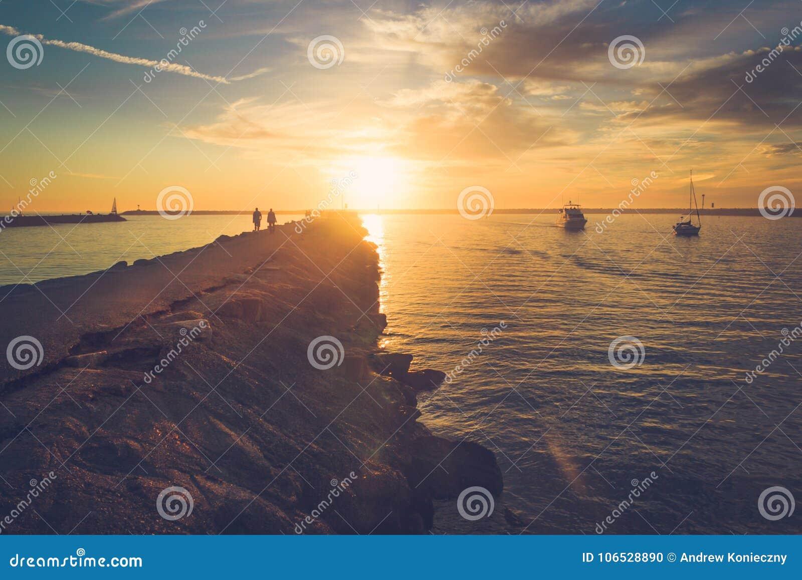 在海滨del Rey的日落