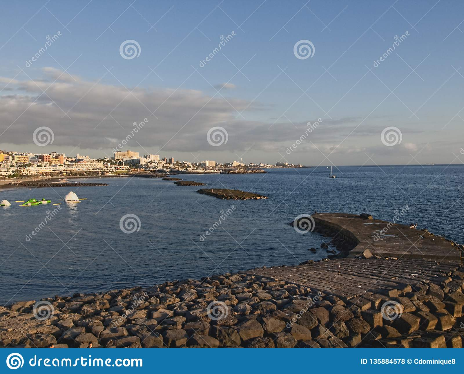 在海滩的日落在特内里费岛西班牙