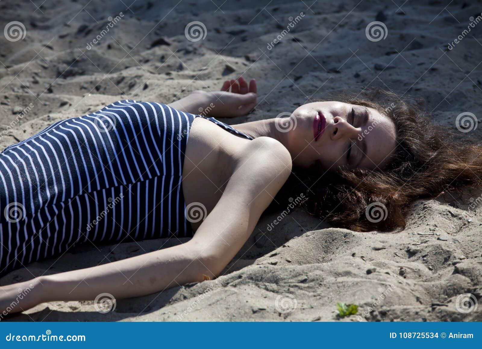 在海滩的犯罪现场