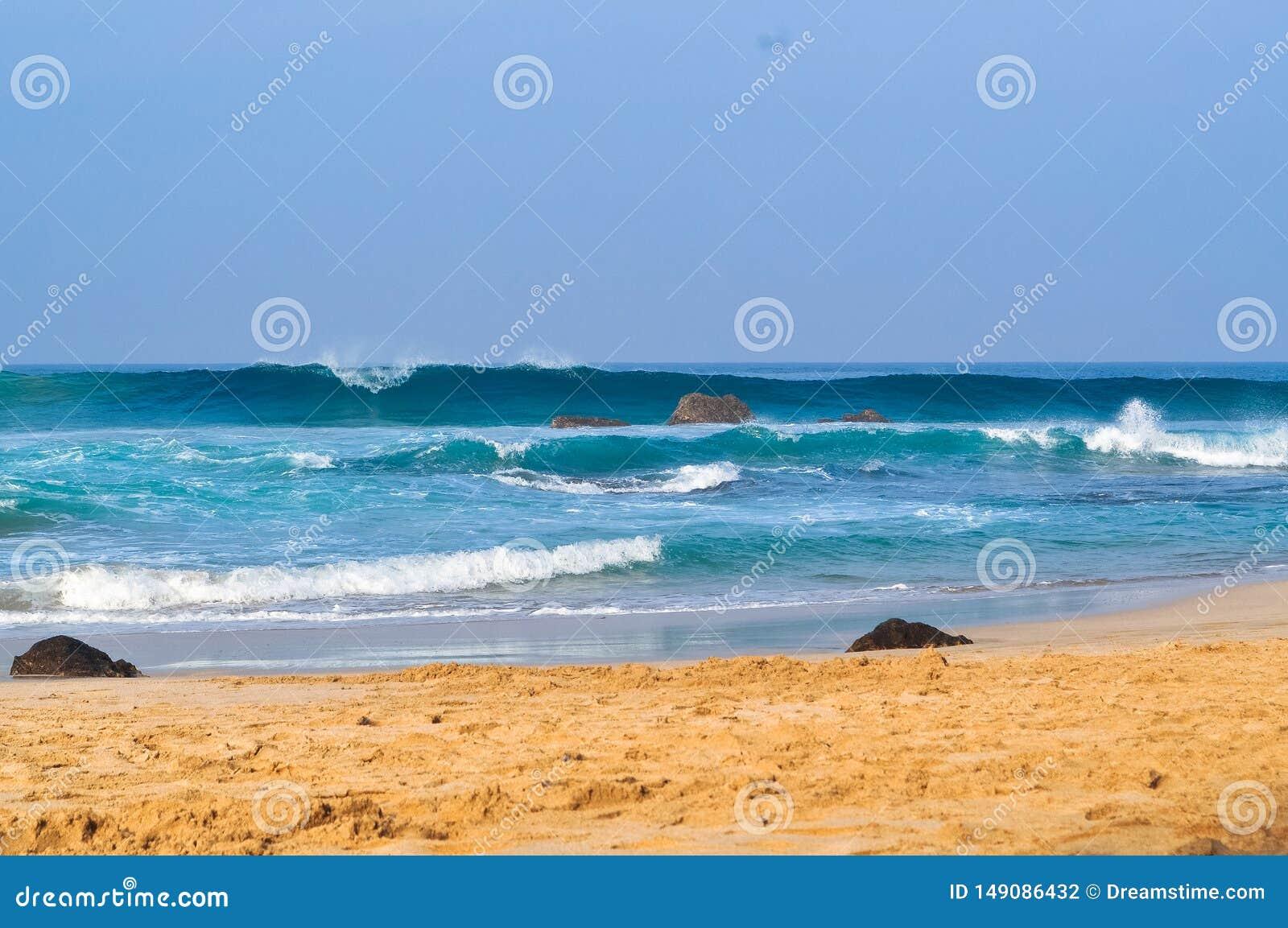 在海滩04的美丽的波浪