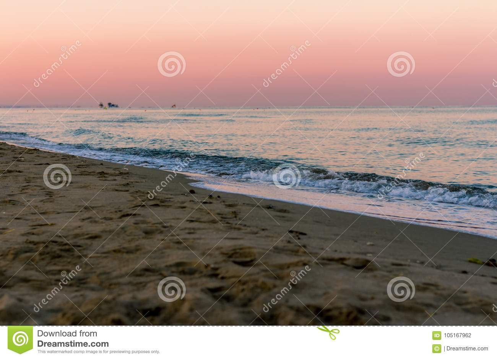 在海的日出颜色