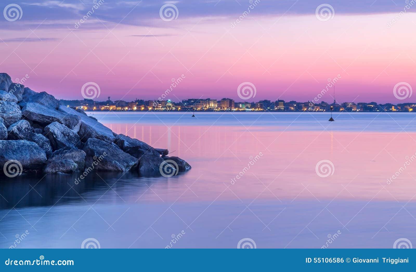 在海的日落风景 黄昏的里米尼