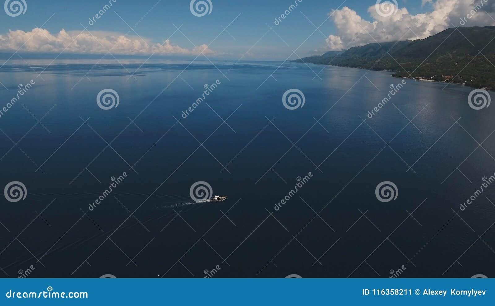 在海的汽艇,鸟瞰图 宿务海岛菲律宾