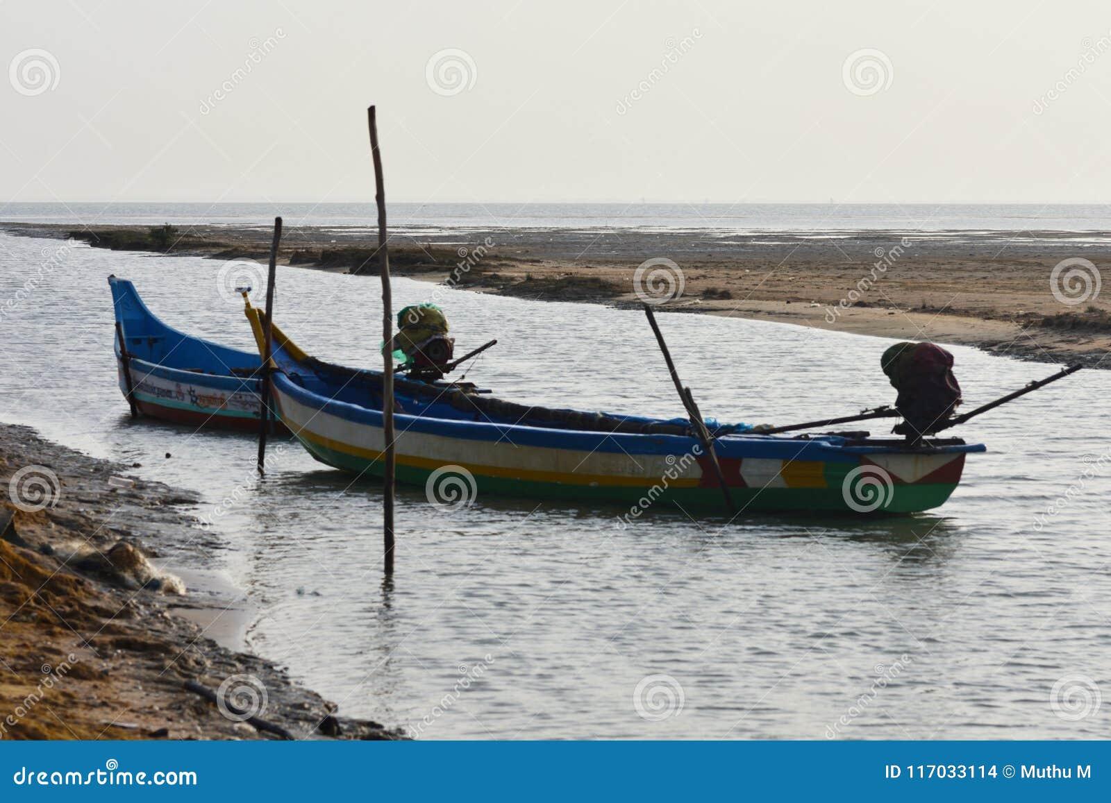 在海的渔船钓鱼死水区域背景和背景的地方
