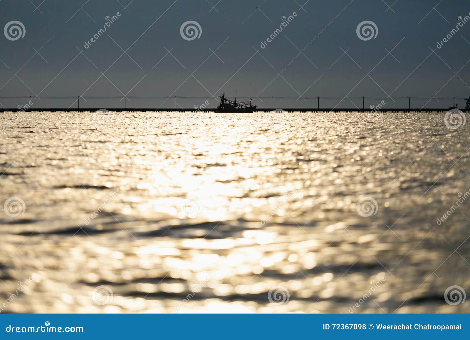 在海的阳光反射
