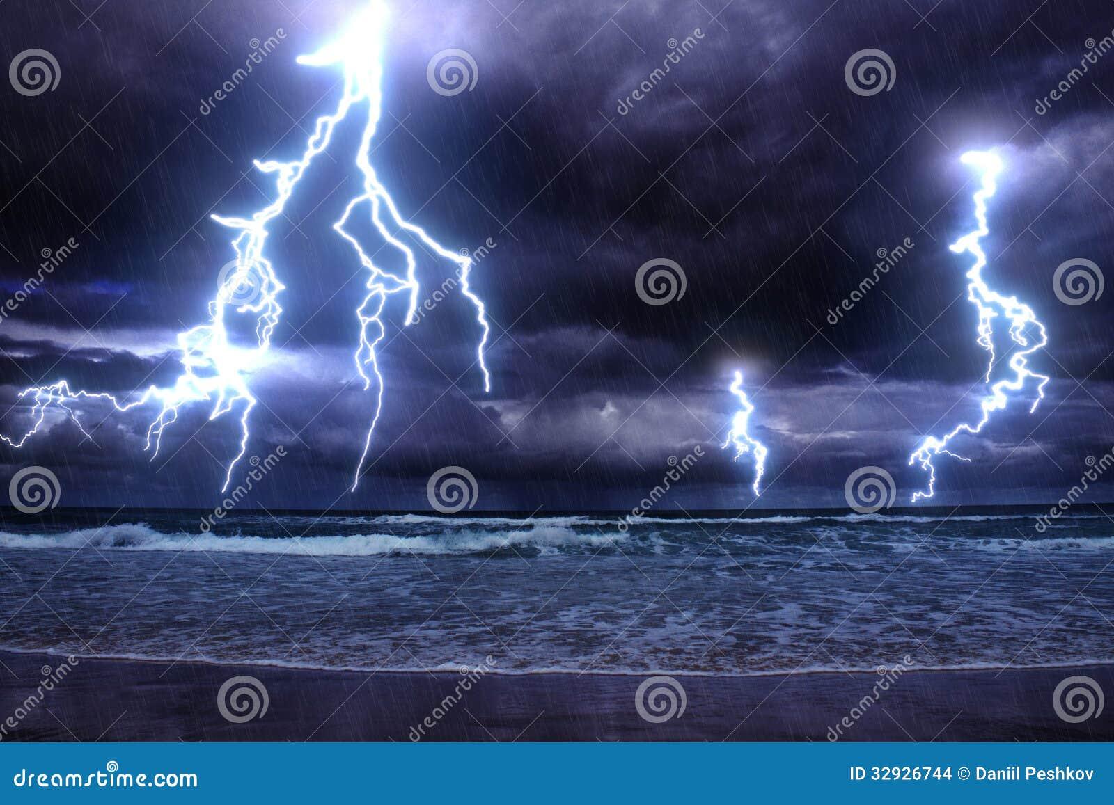 在海的风暴