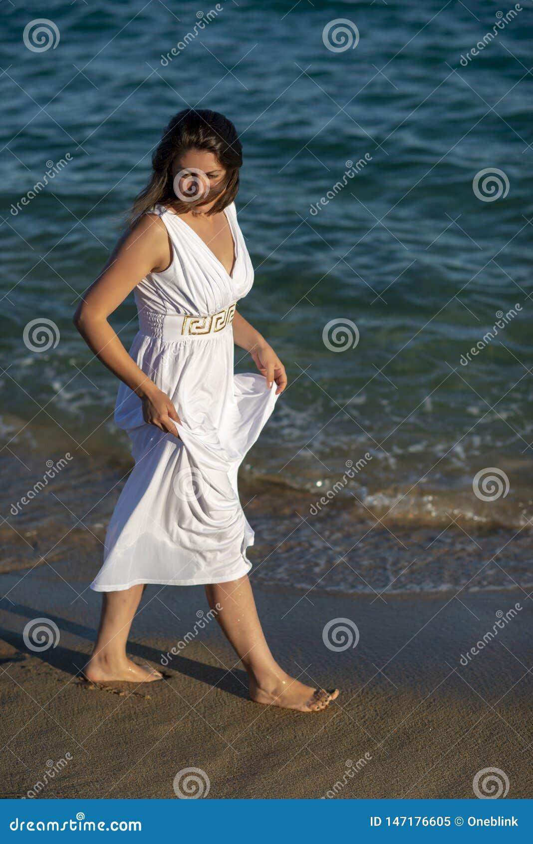在海边的浪漫散步