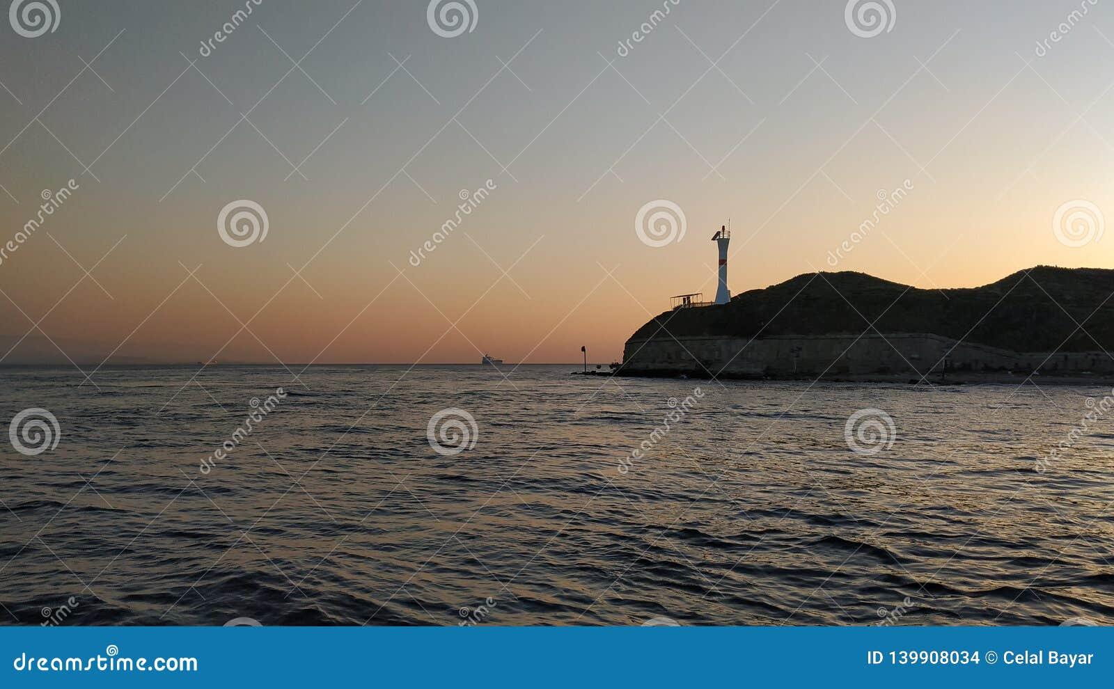 在海运日落