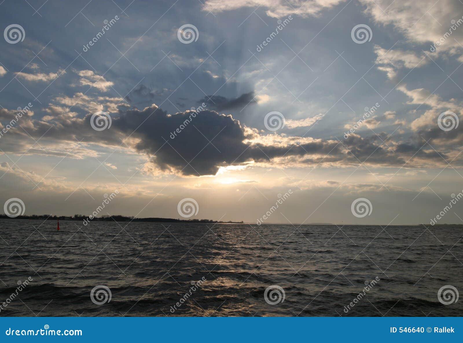 Download 在海运星期日的夜间 库存照片. 图片 包括有 日出, 退色, 海岸线, 海洋, 新鲜, 海运, 多云, 晒裂 - 546640