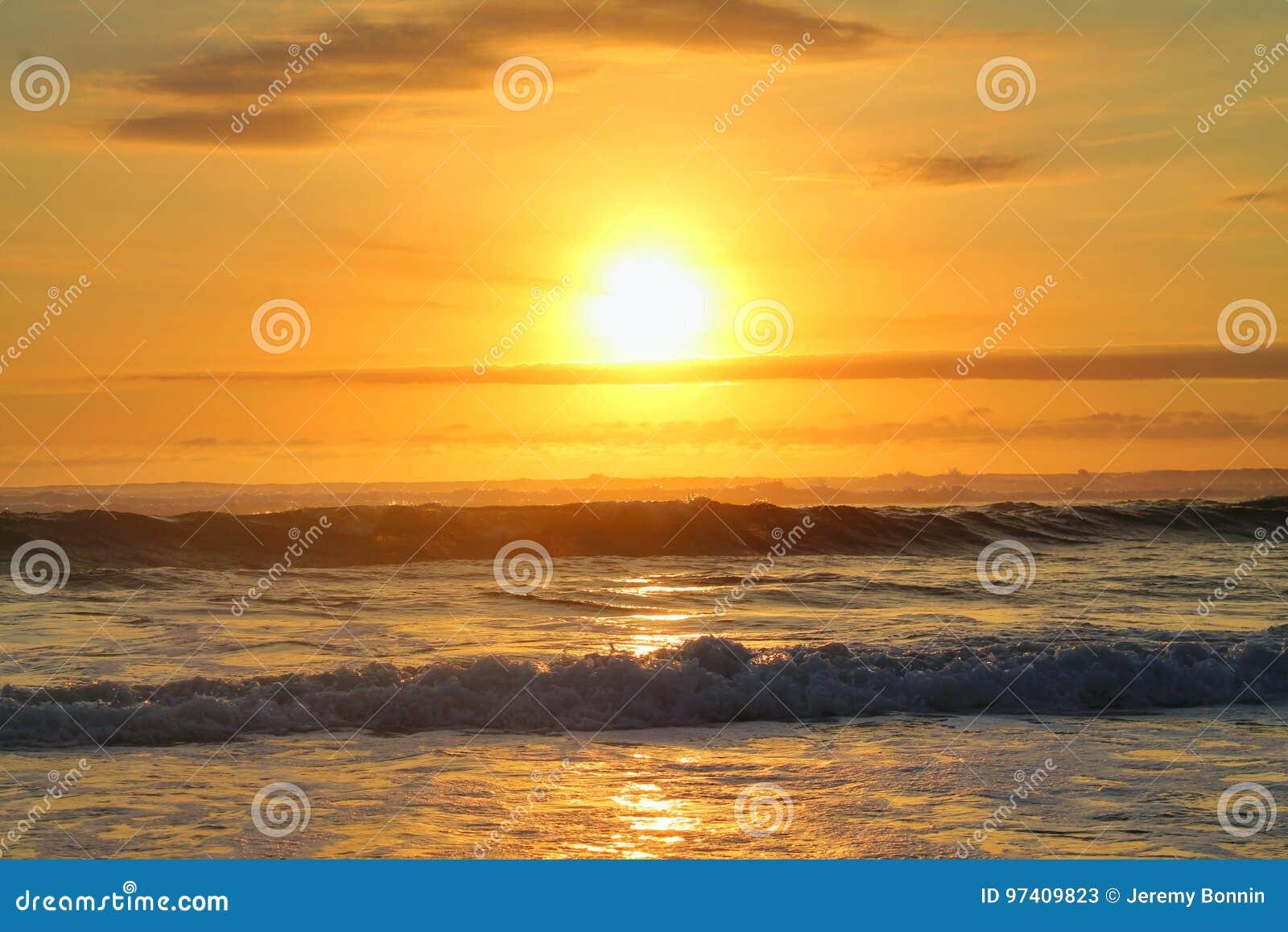 在海运的日落