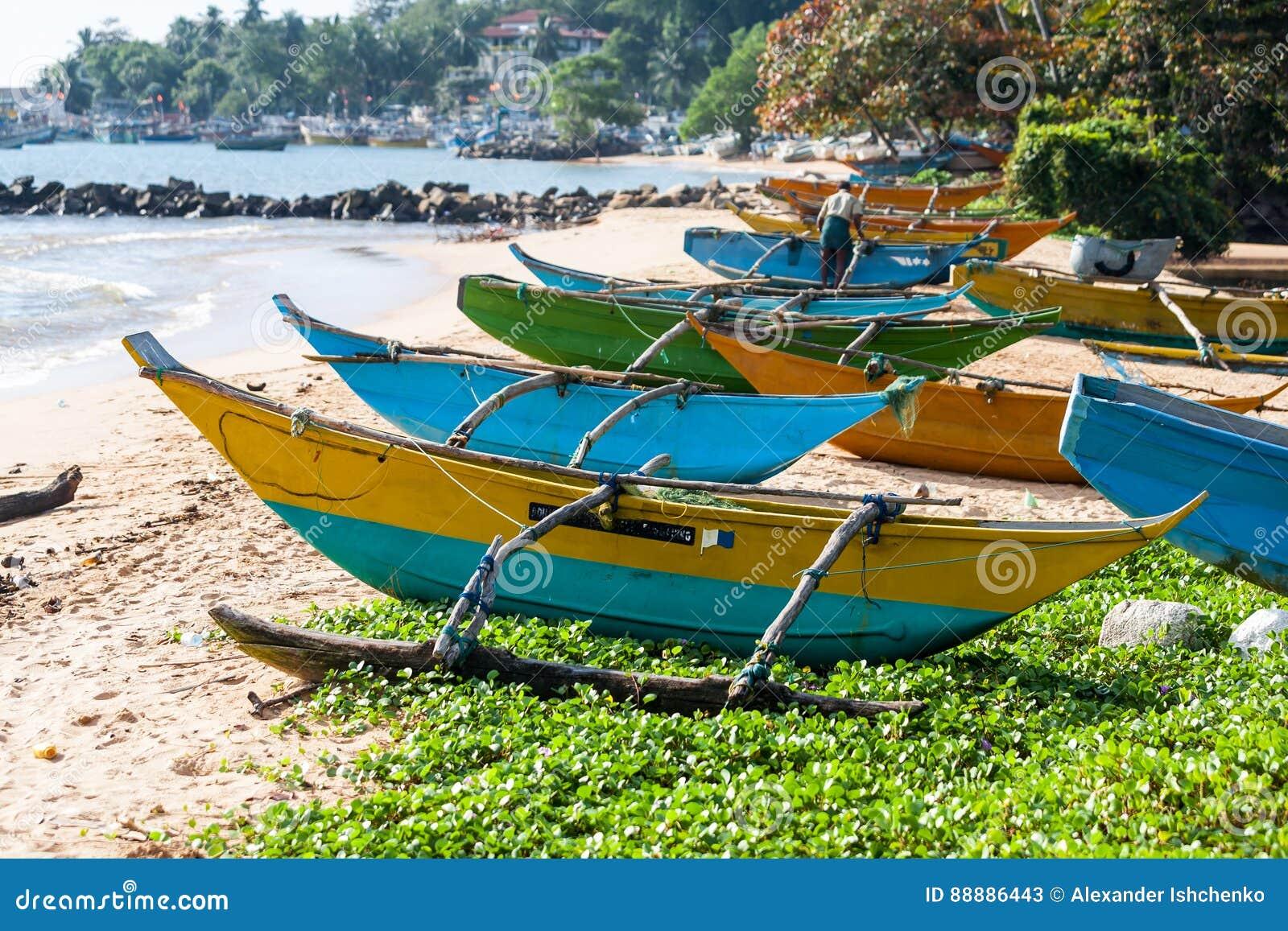 在海滩的传统渔船