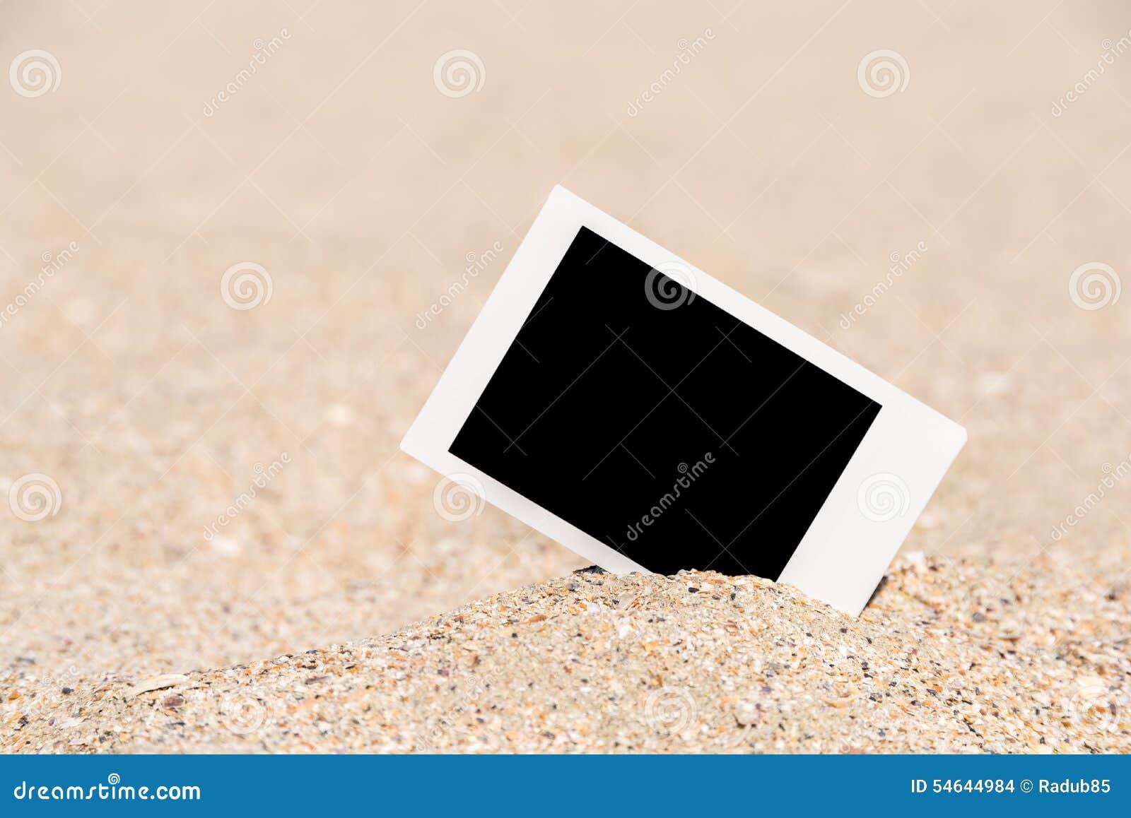 在海滩的空白的减速火箭的立即照片