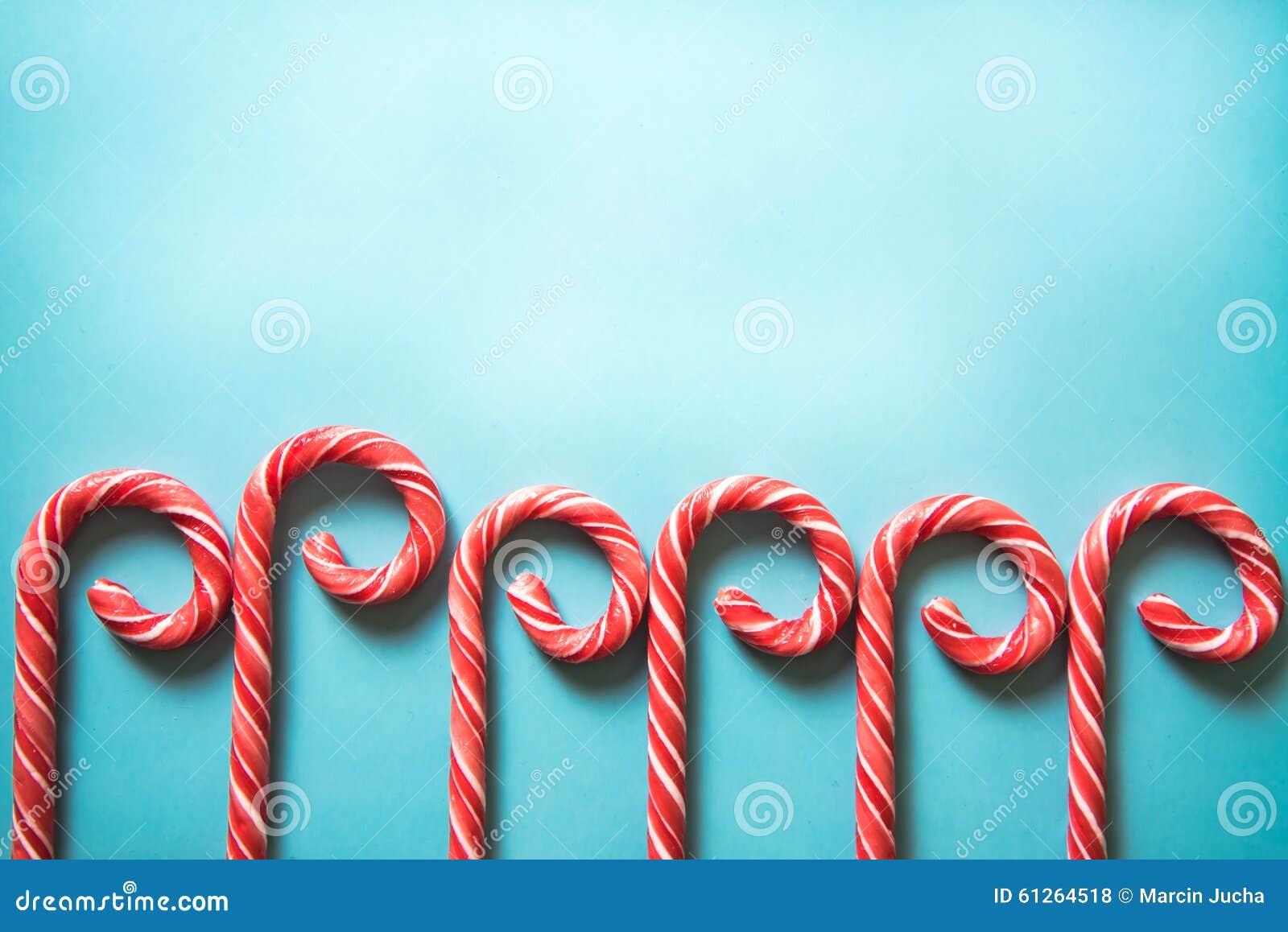 在淡色背景的圣诞节欢乐棒棒糖 库存照片 - 图片
