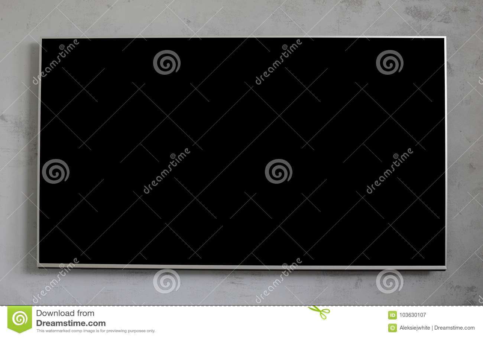 在混凝土墙上的空的黑电视屏幕