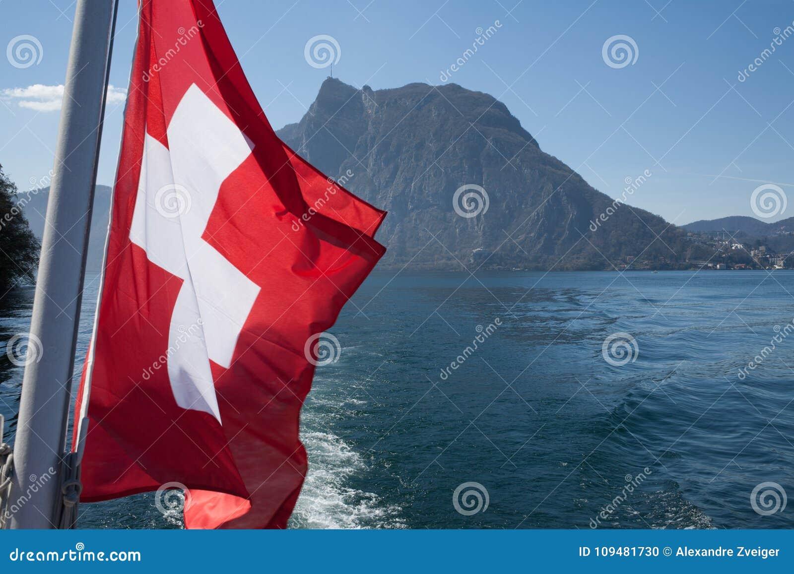 在湖下垂水的瑞士