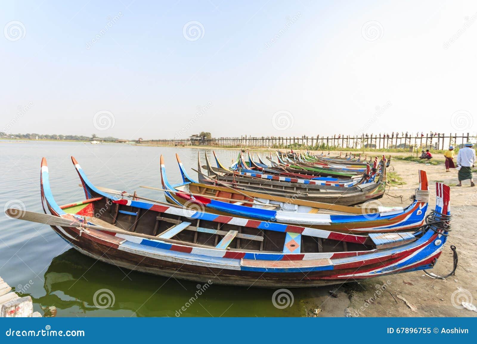 在湖的小船曼德勒省的,缅甸