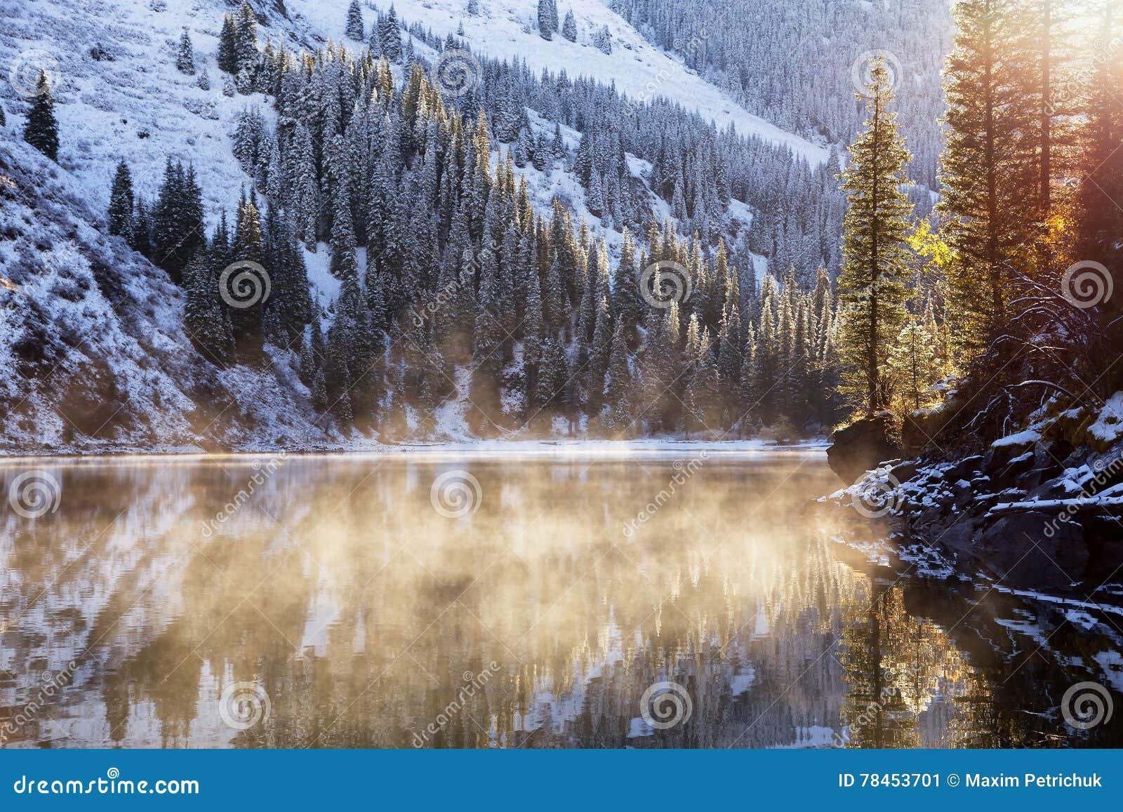 在湖的第一降雪