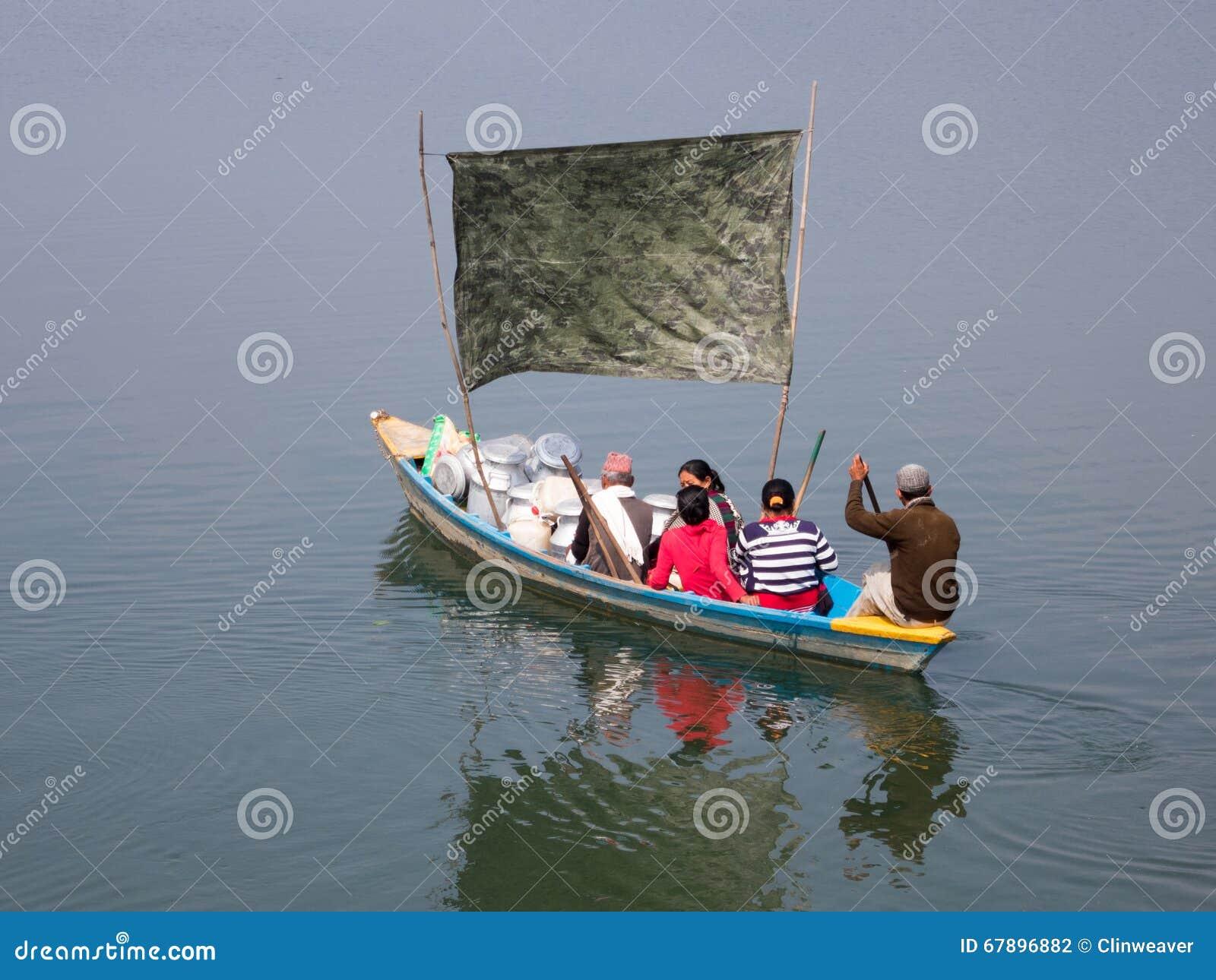 在湖的船民