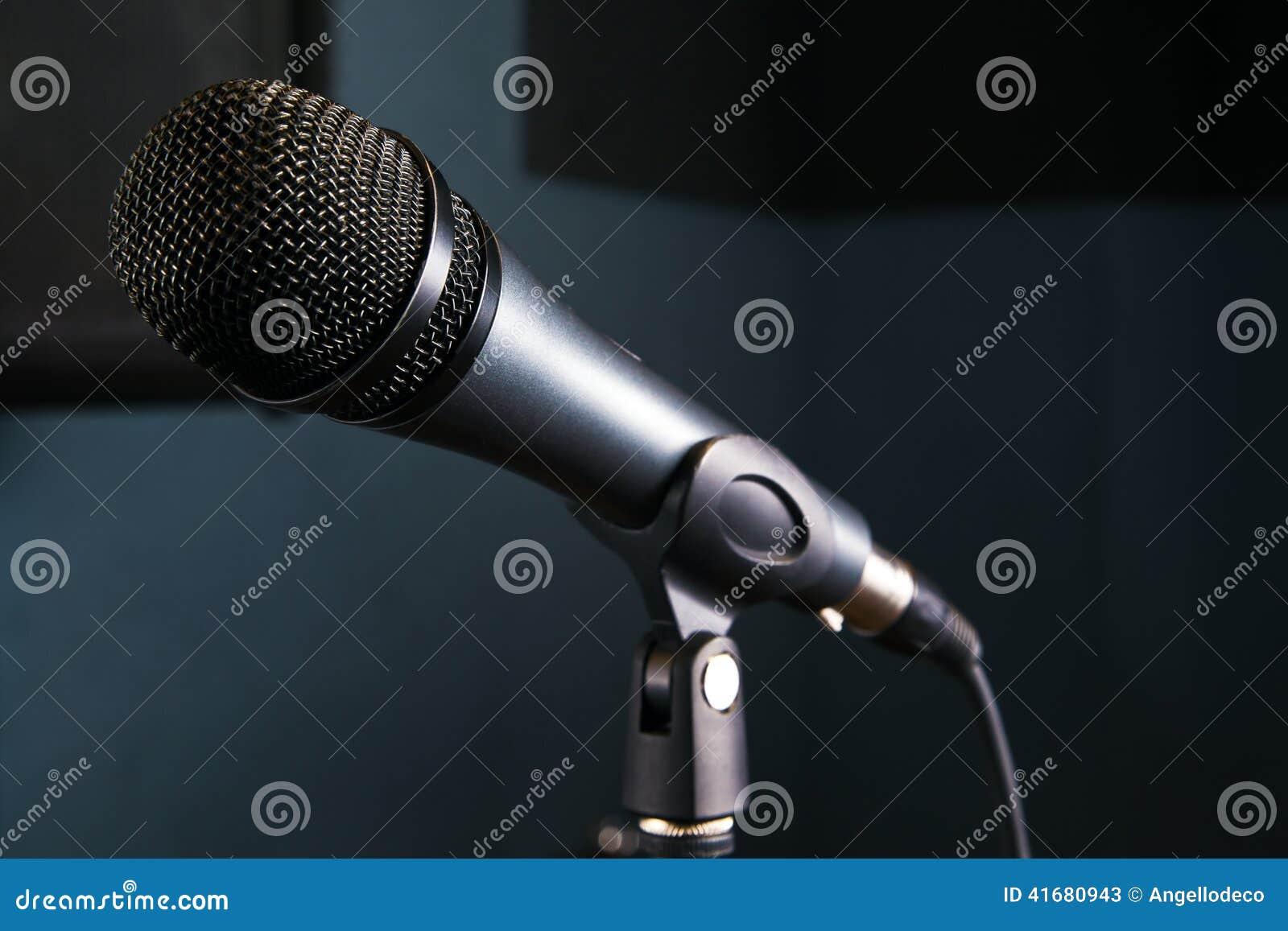在演播室的话筒
