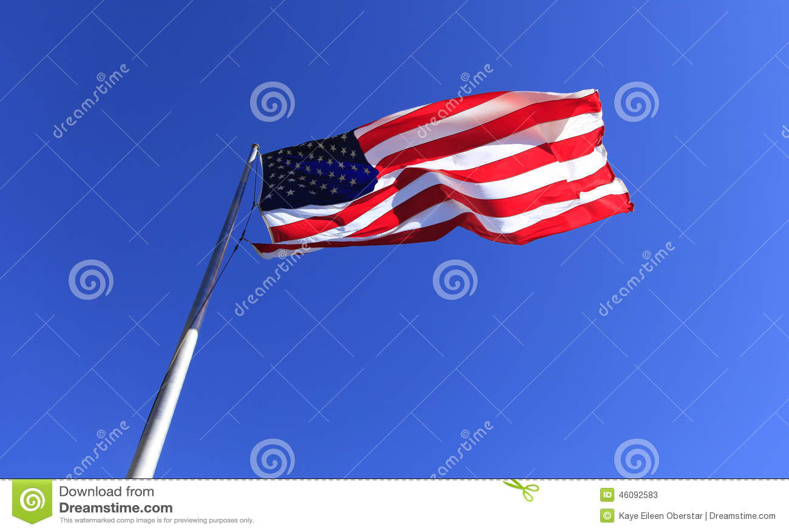 在烟囱岩石的美国旗子