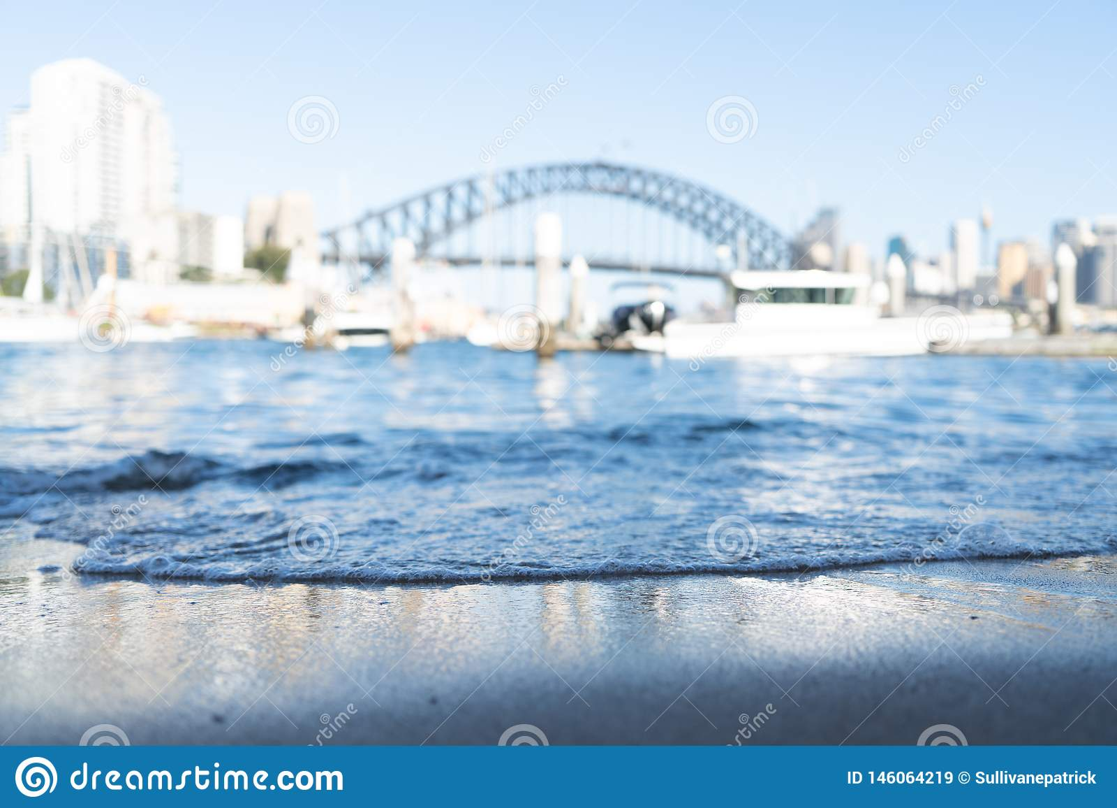 在焦点外面的悉尼港桥