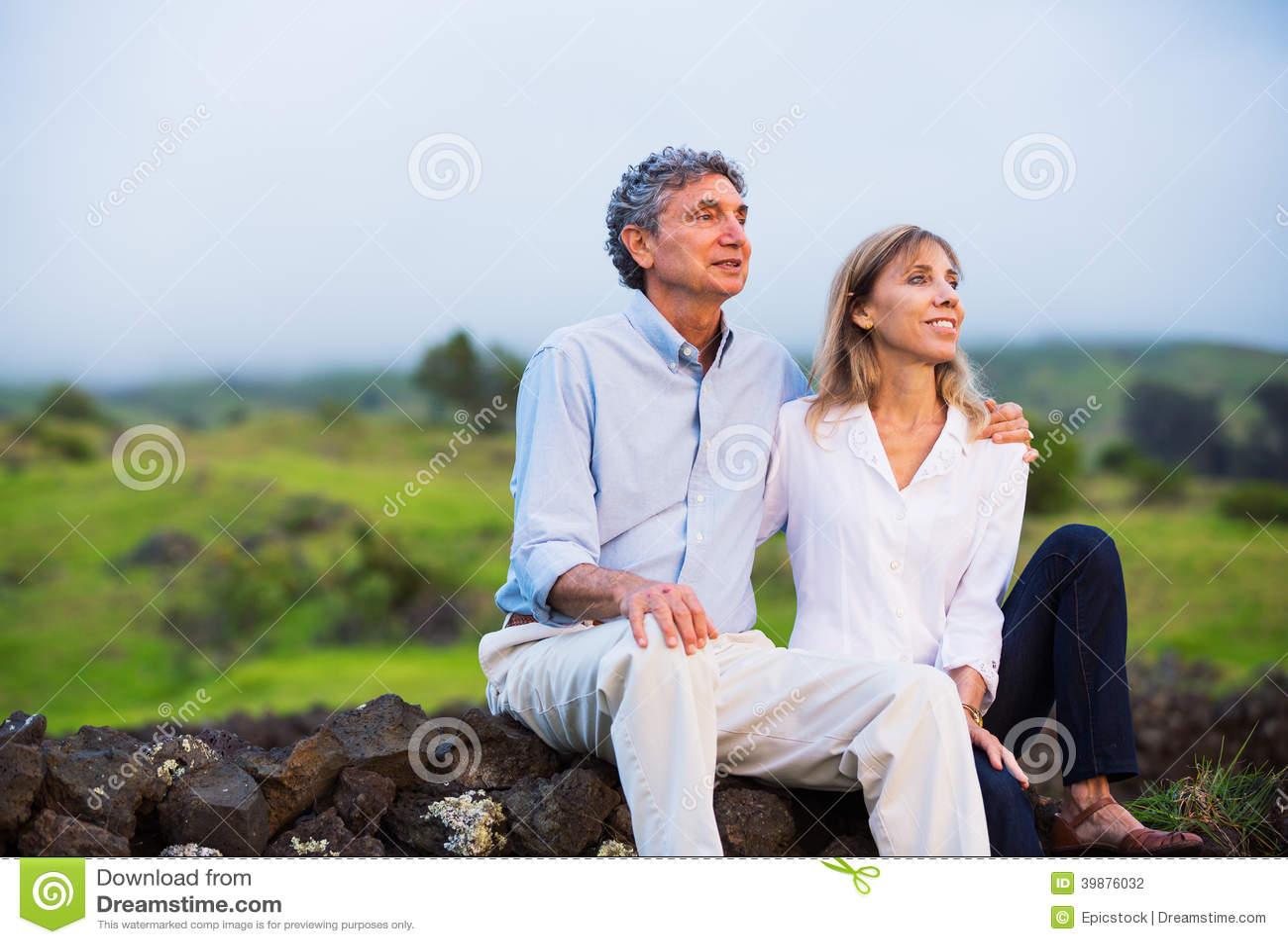 在爱的成熟中年夫妇