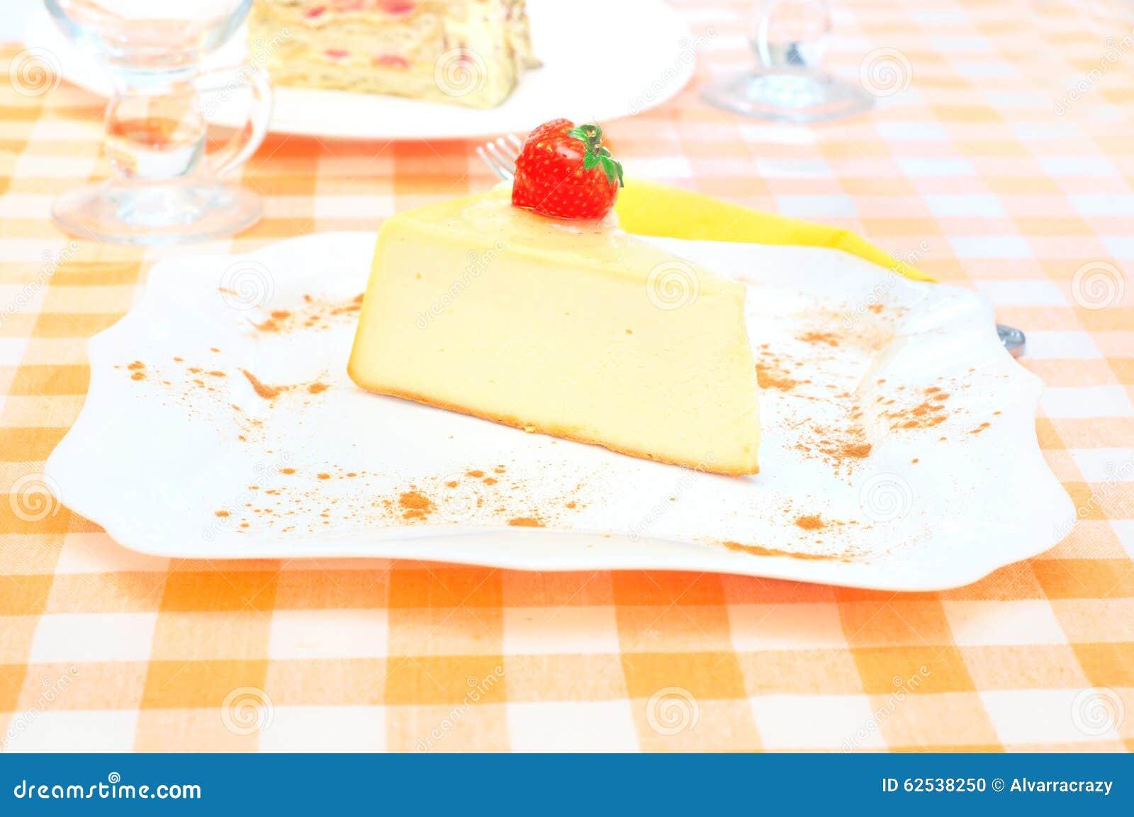 在牌照的乳酪蛋糕