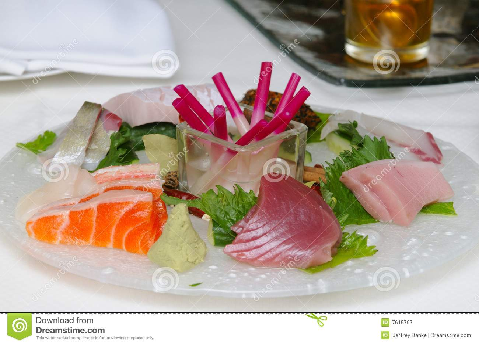 在牌照的生鱼片