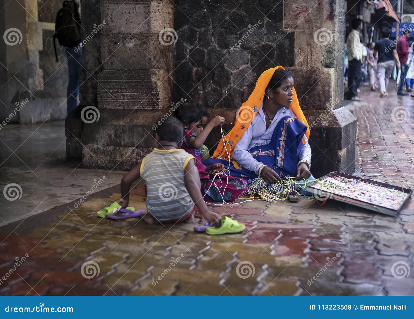 在特权摊贩下在孟买,印度