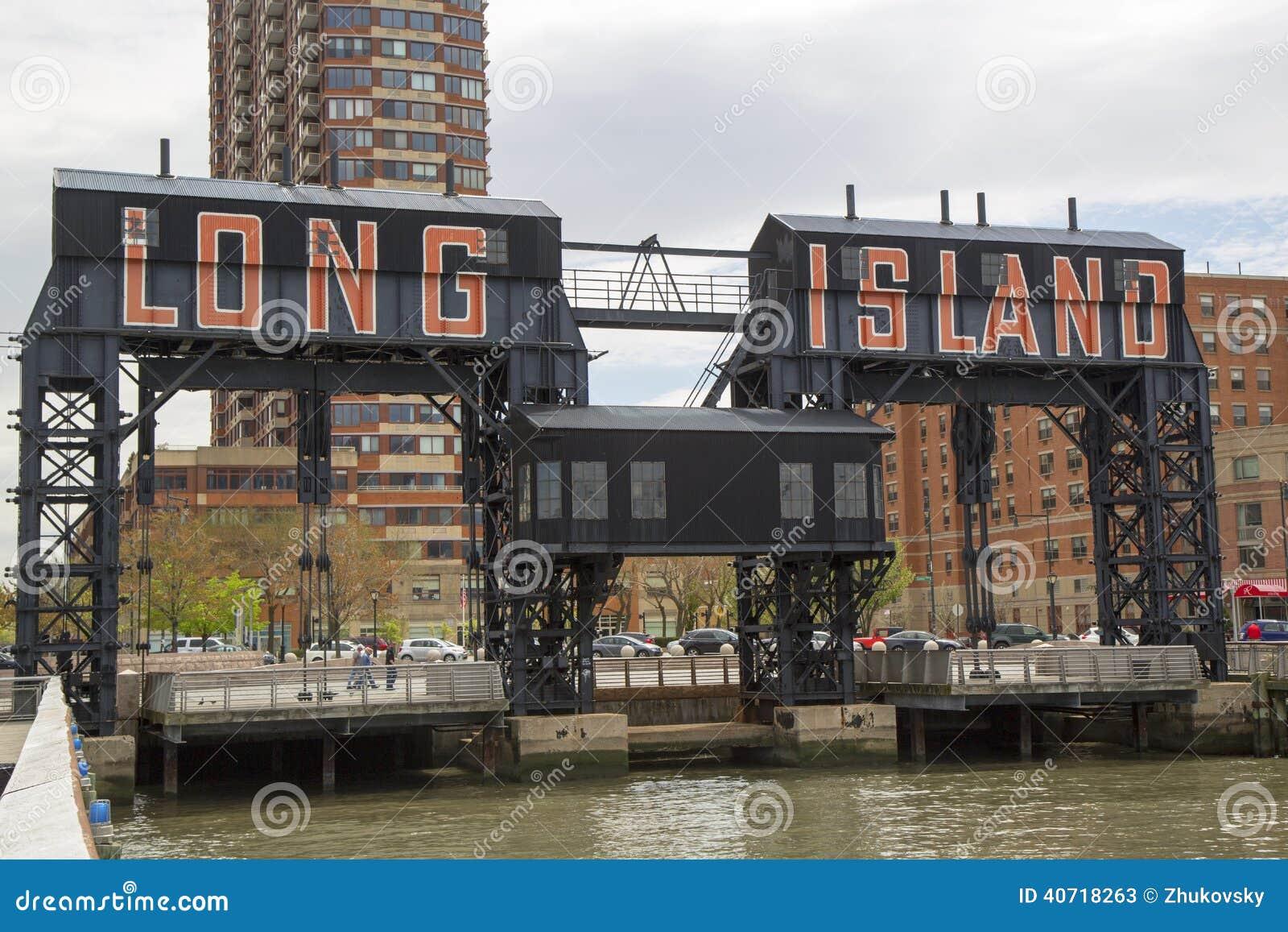 在猎人的历史的钢铁路台架在长岛市,女王/王后指向
