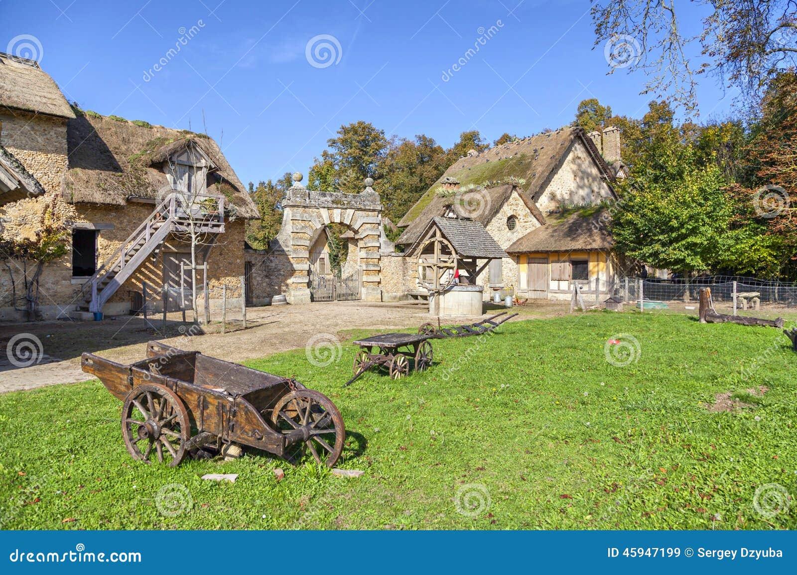 在玛丽・安托瓦内特的小村庄的农舍在凡尔赛