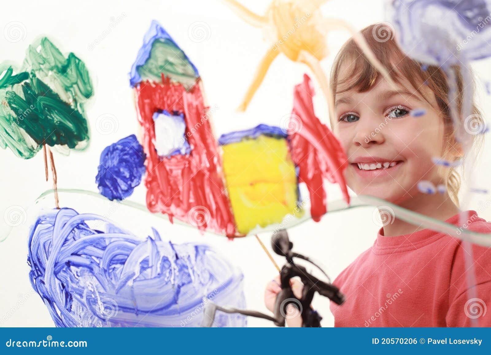在玻璃和微笑的小女孩油漆