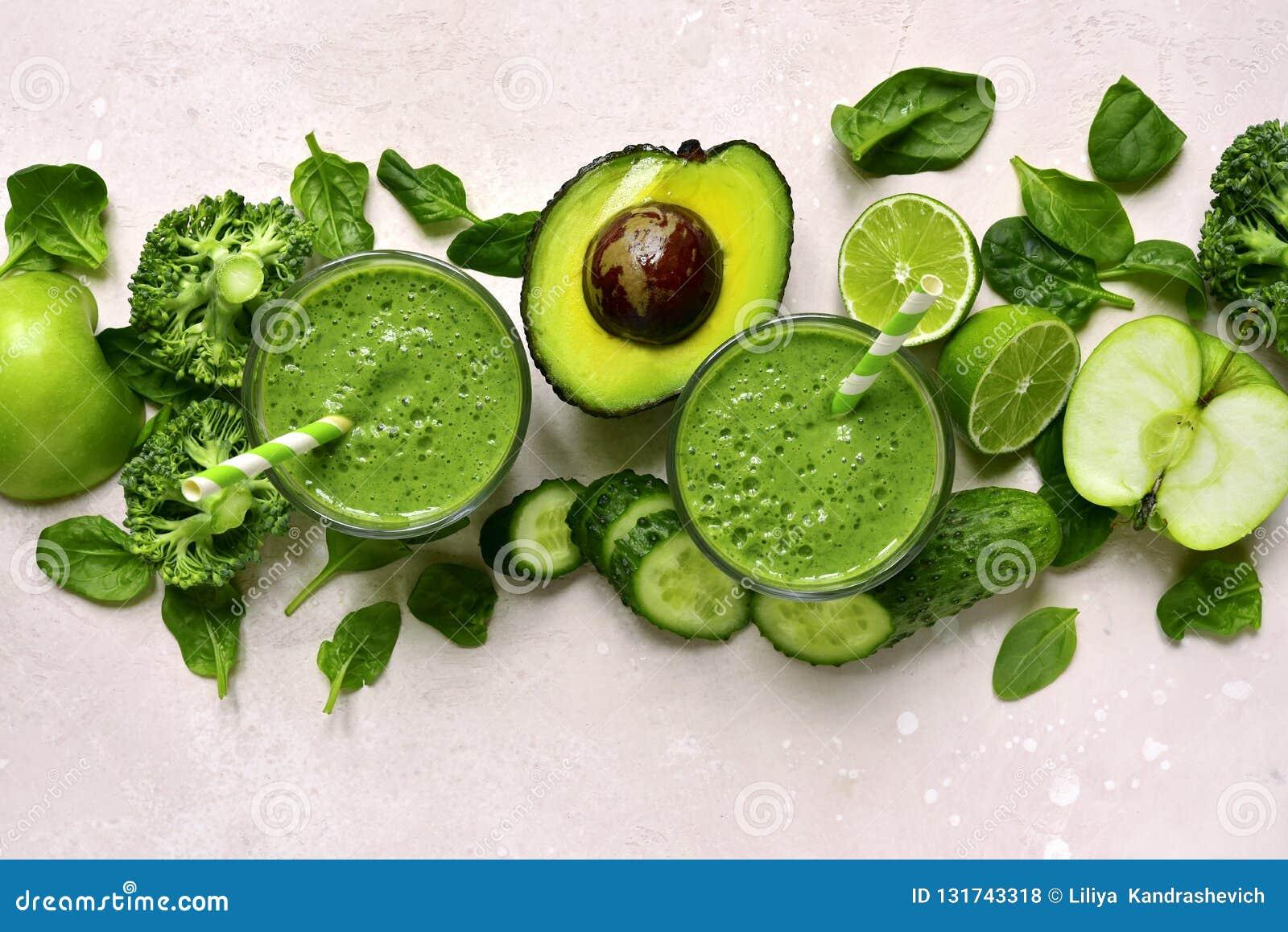 在玻璃的绿色菜圆滑的人 与拷贝空间的顶视图