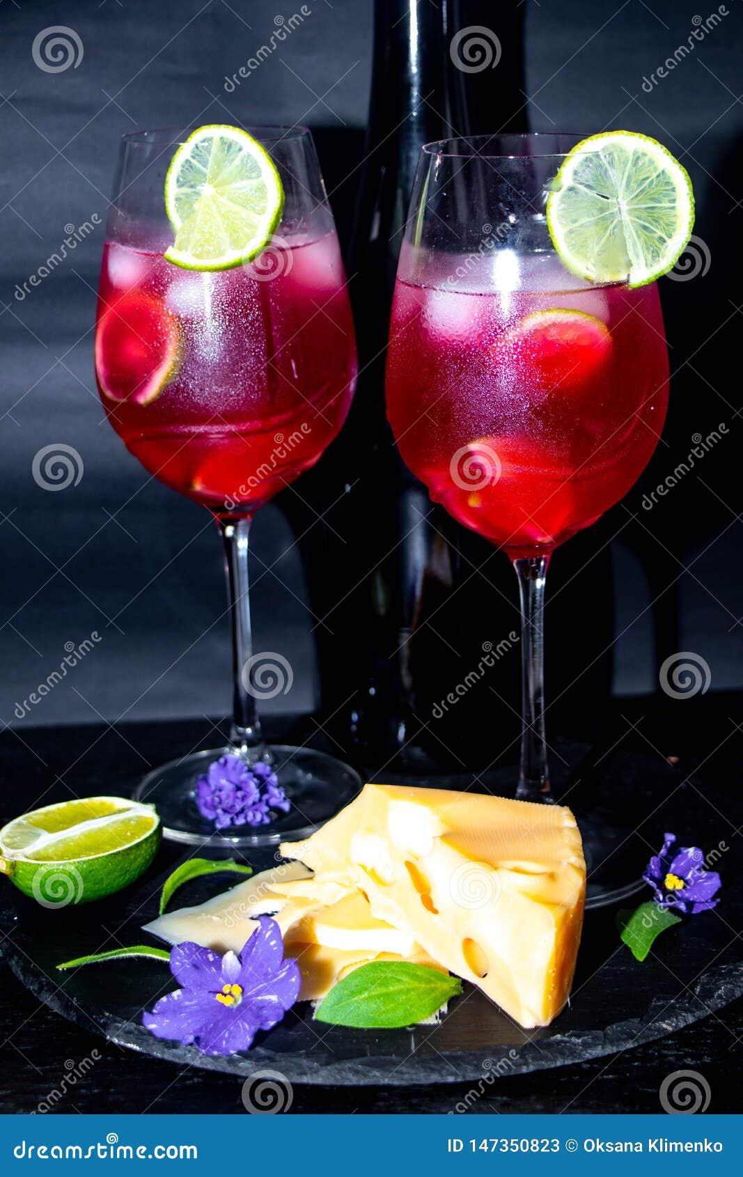 在玻璃的鲜美,红色香槟