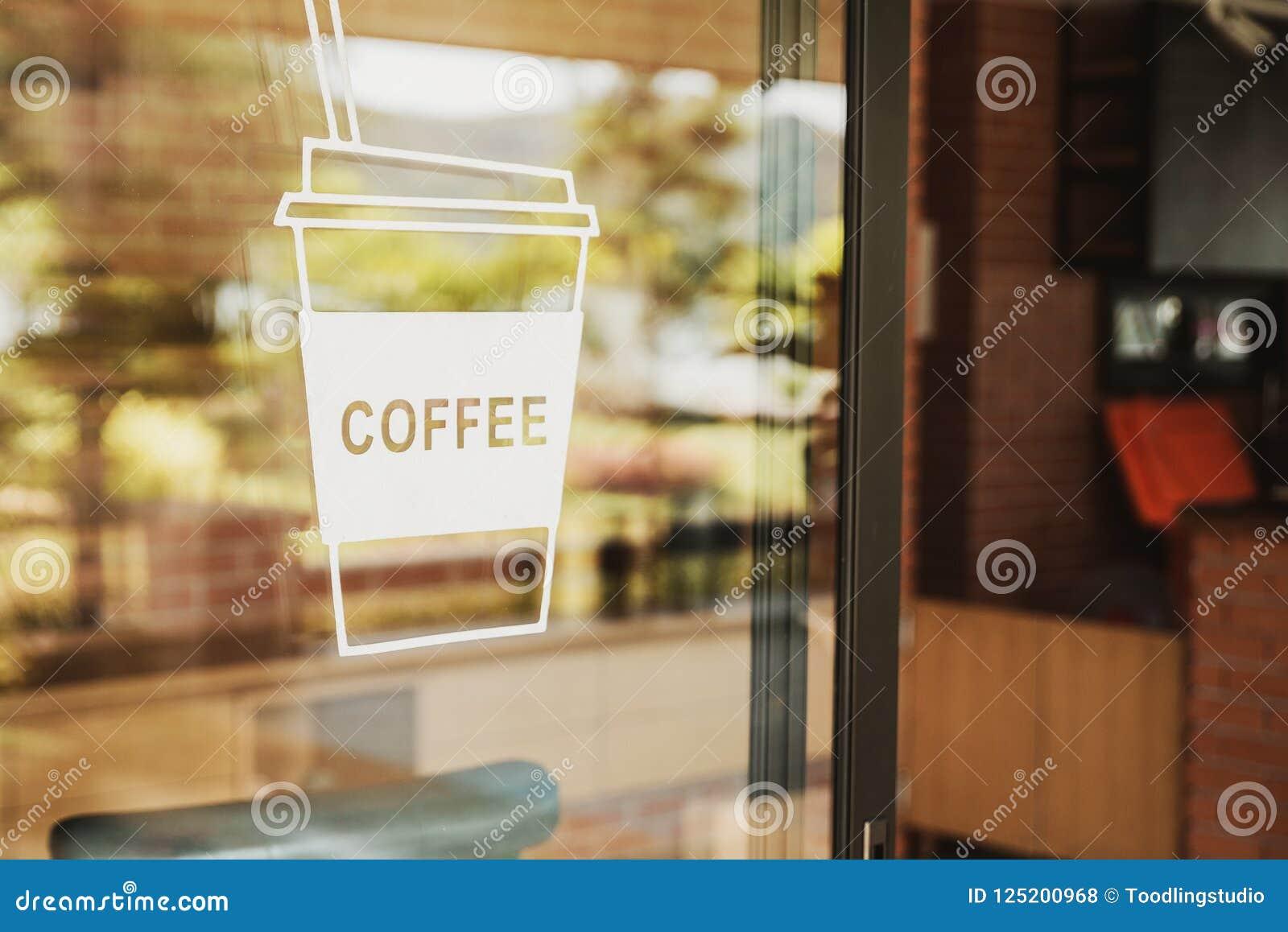 在玻璃门的豪华咖啡店标志 对于艺术纹理或我们