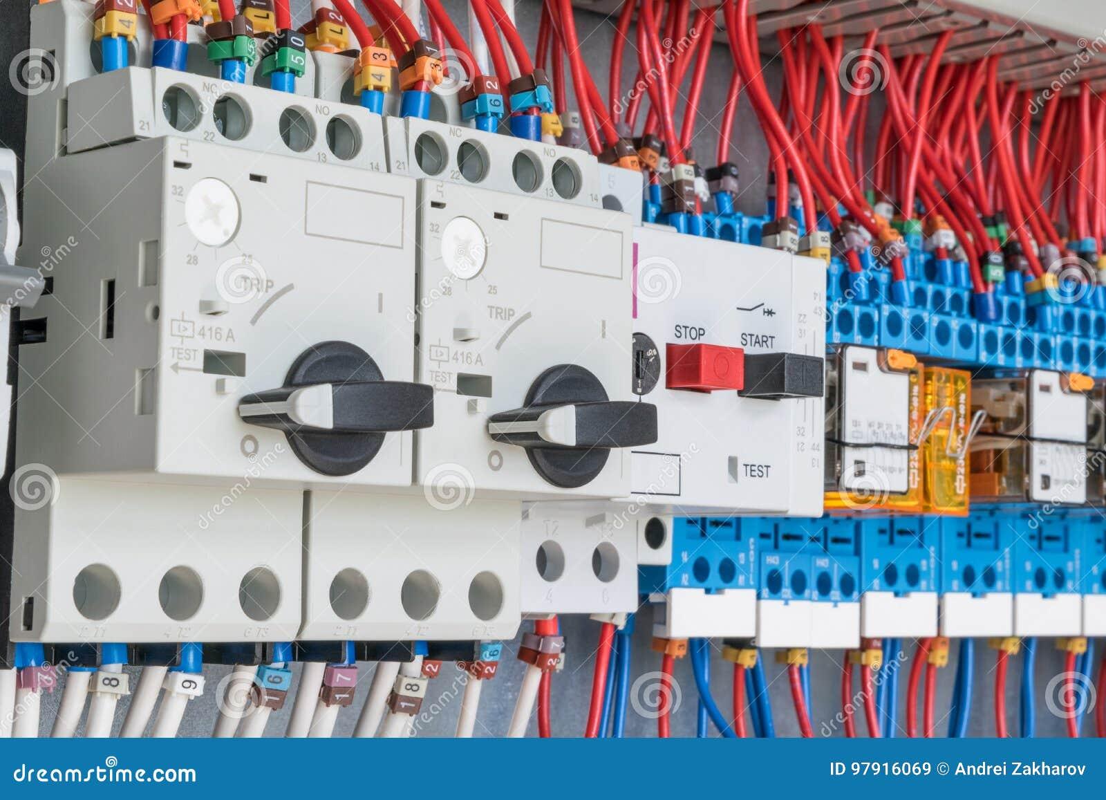 在电子控制板是保护马达和中转的开关