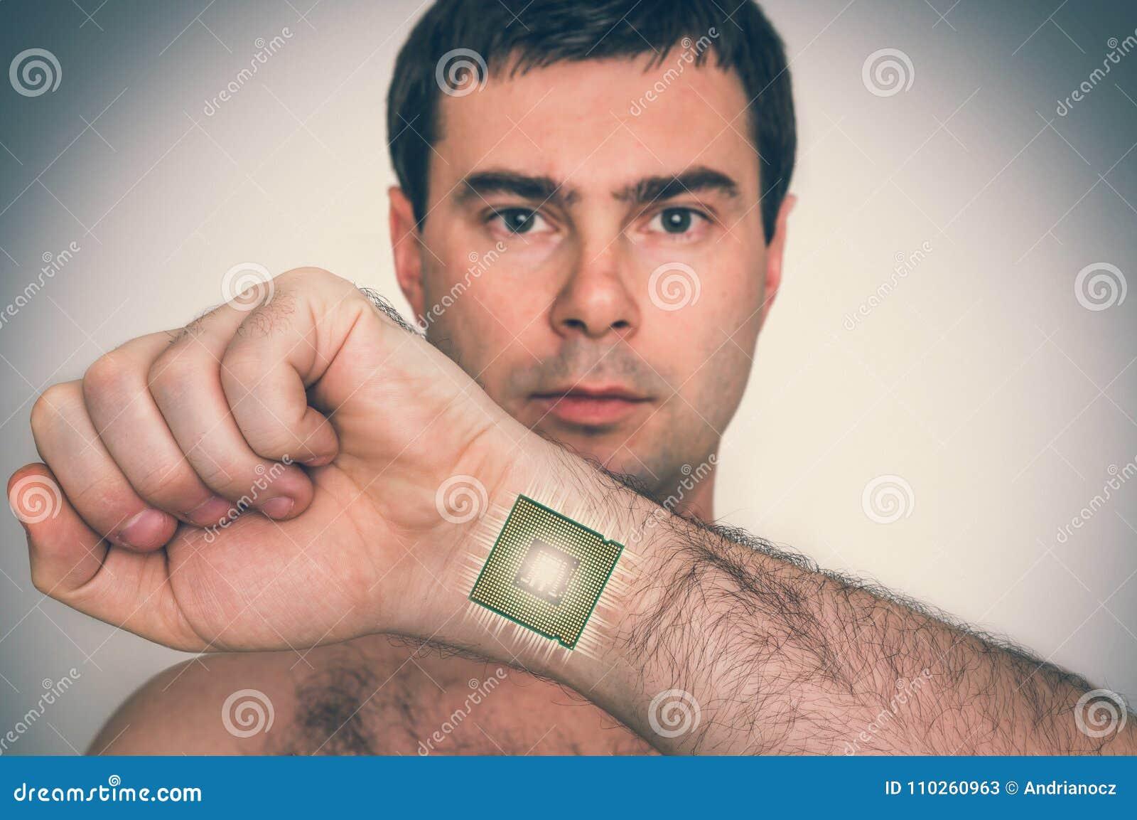 在男性人体里面的利用仿生学的微集成电路处理器